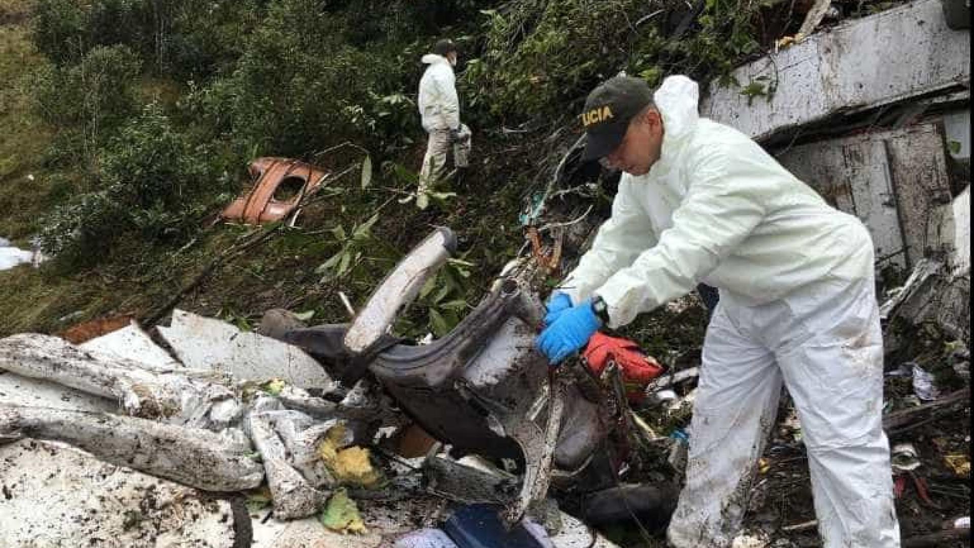 Vídeo mostra resgate nos escombros do avião da Chape; veja