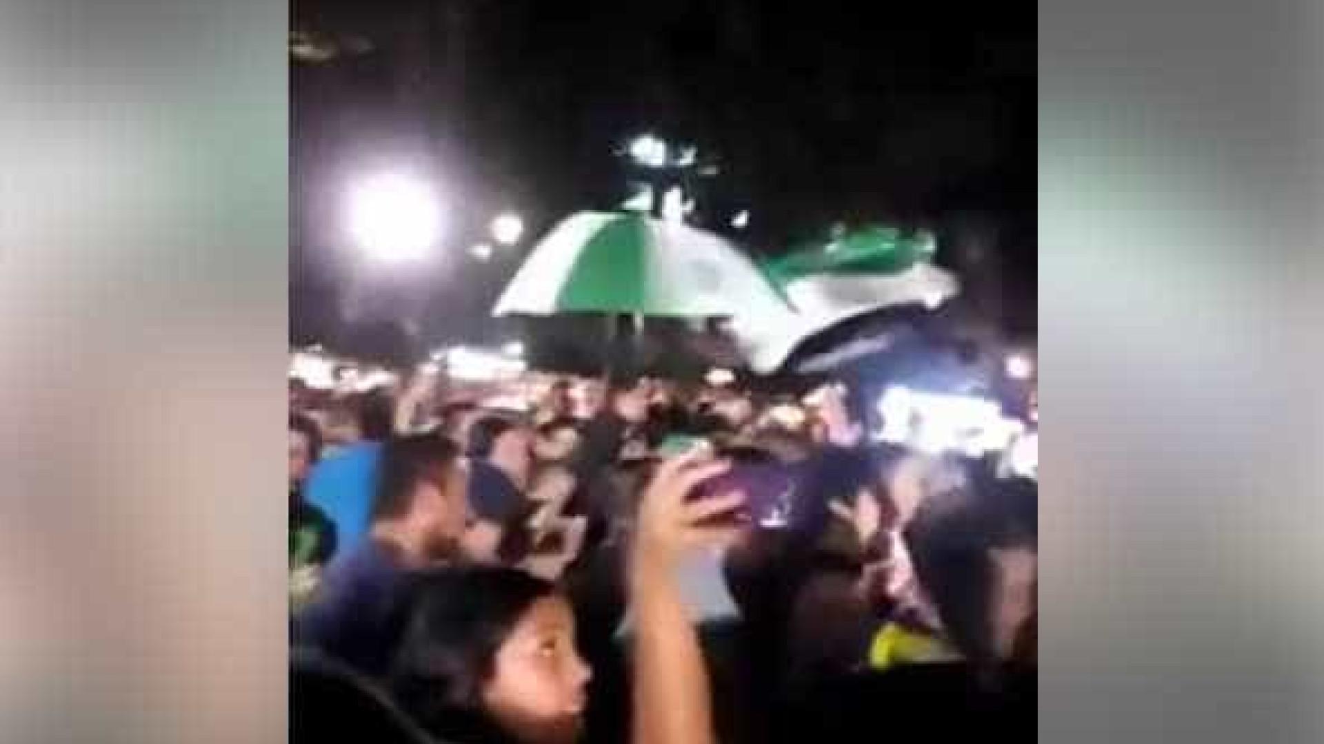 Torcida do Atlético Nacional canta música em homenagem a Chape