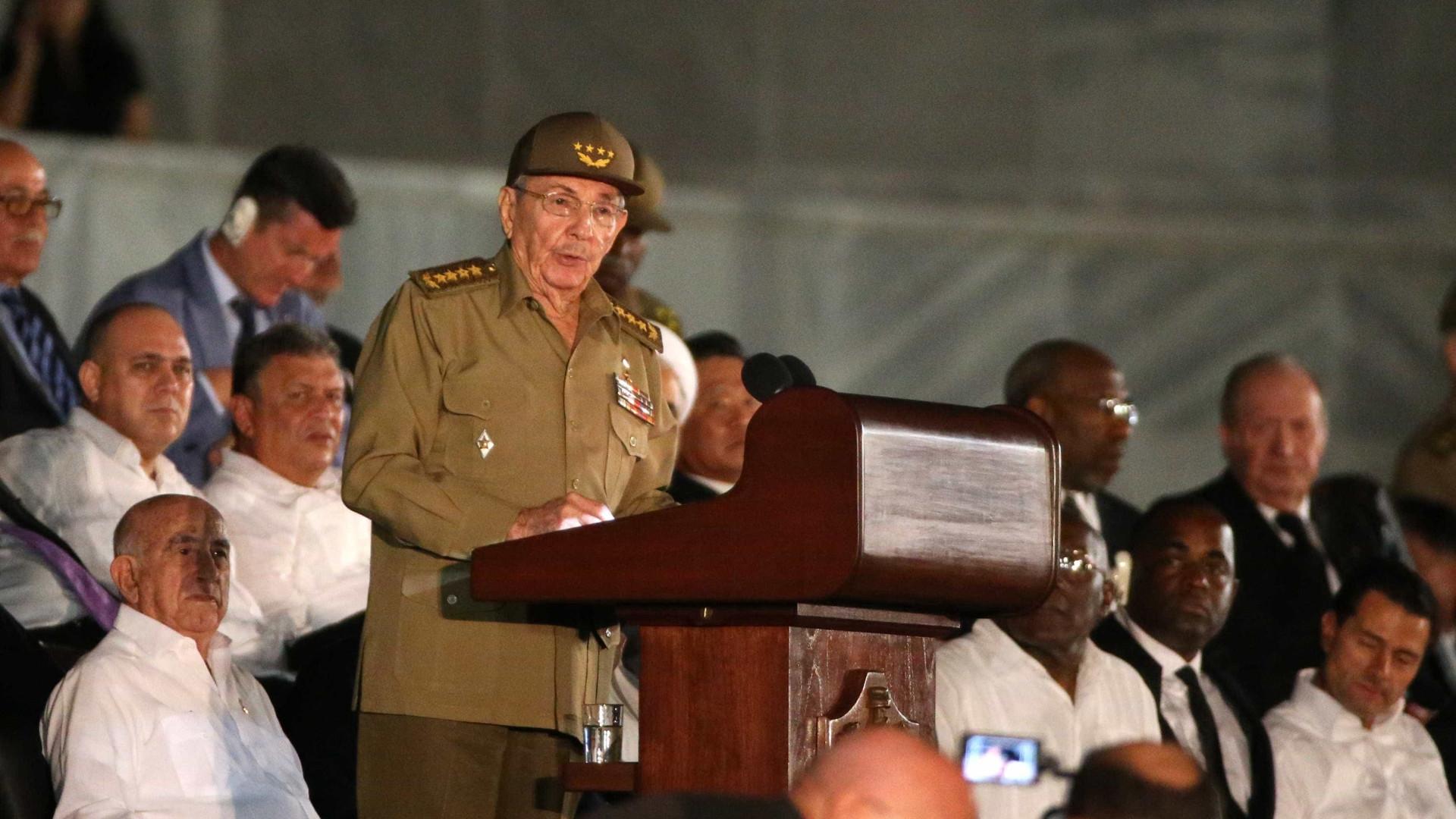 Raúl faz homenagem a Fidel em 1º discuso após morte de irmão