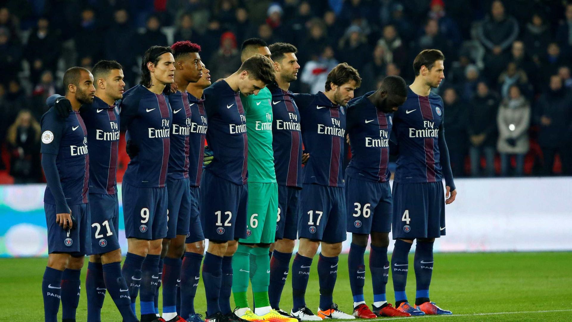 """Torcida francesa grita """"Vamo, vamo, Chape"""" em jogo do PSG"""