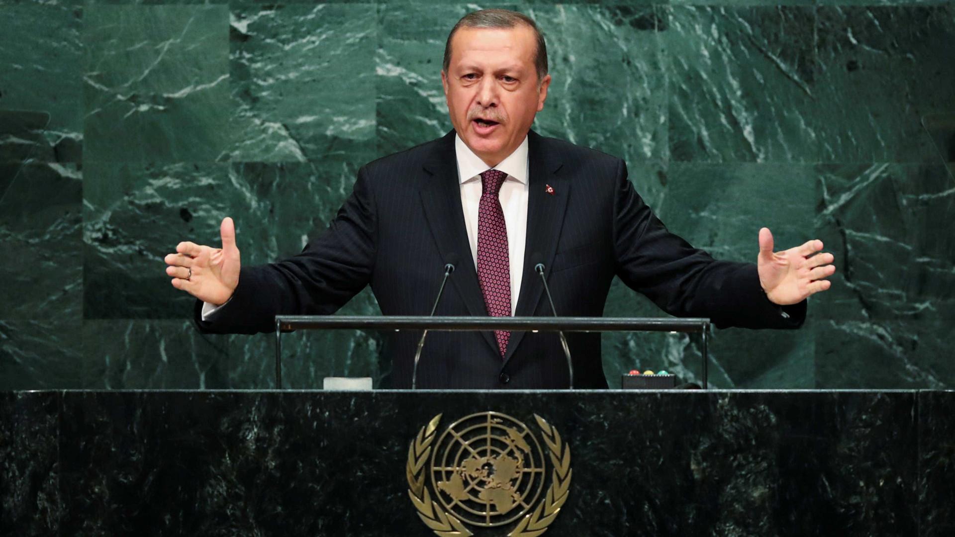 Presidente da Turquia diz que tropas turcas invadiram a Síria