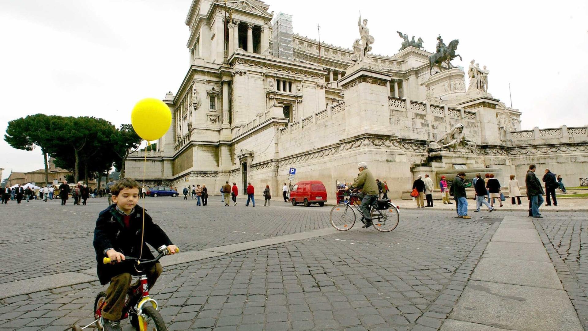 Veneza proíbe a circulação de turistas em bicicletas