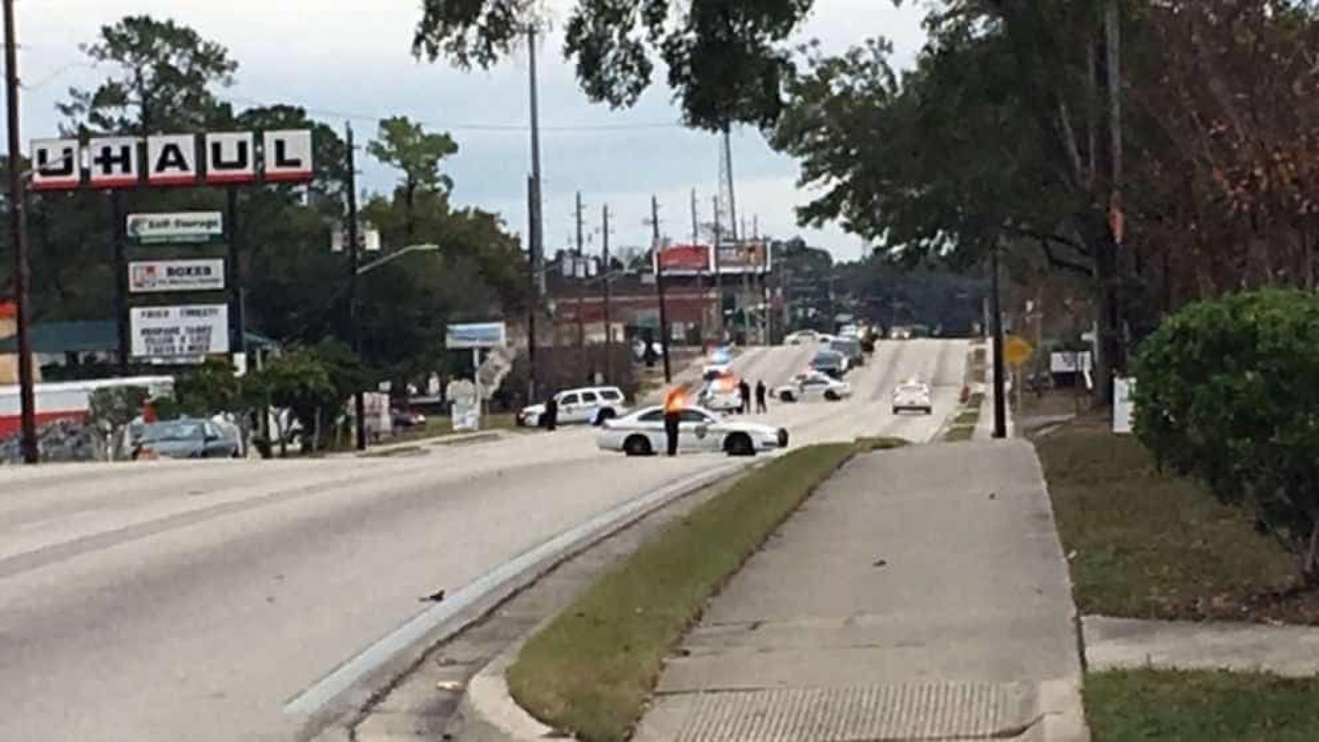 Assaltante que fez reféns em banco na Flórida se entrega às autoridades