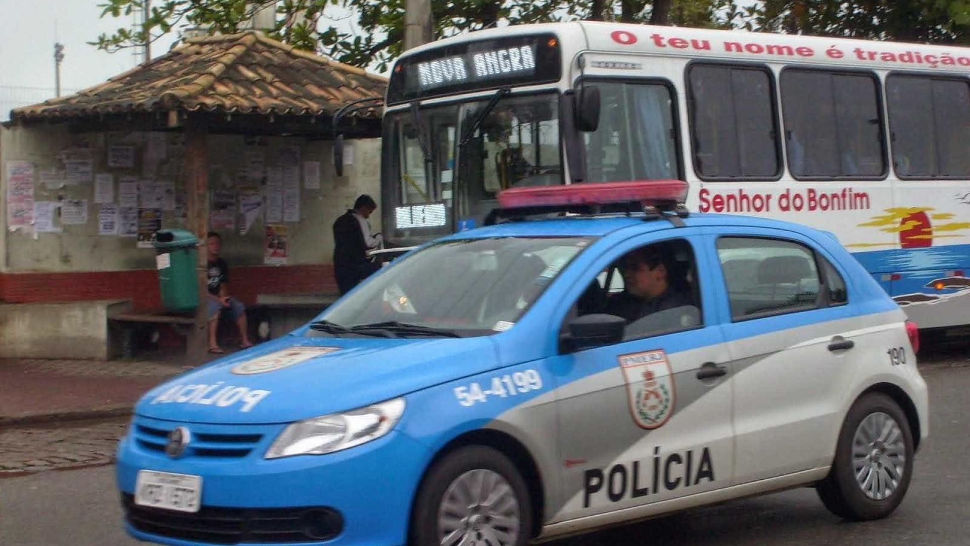 Bandidos rendem casal com bebê de um mês e roubam carro no RJ