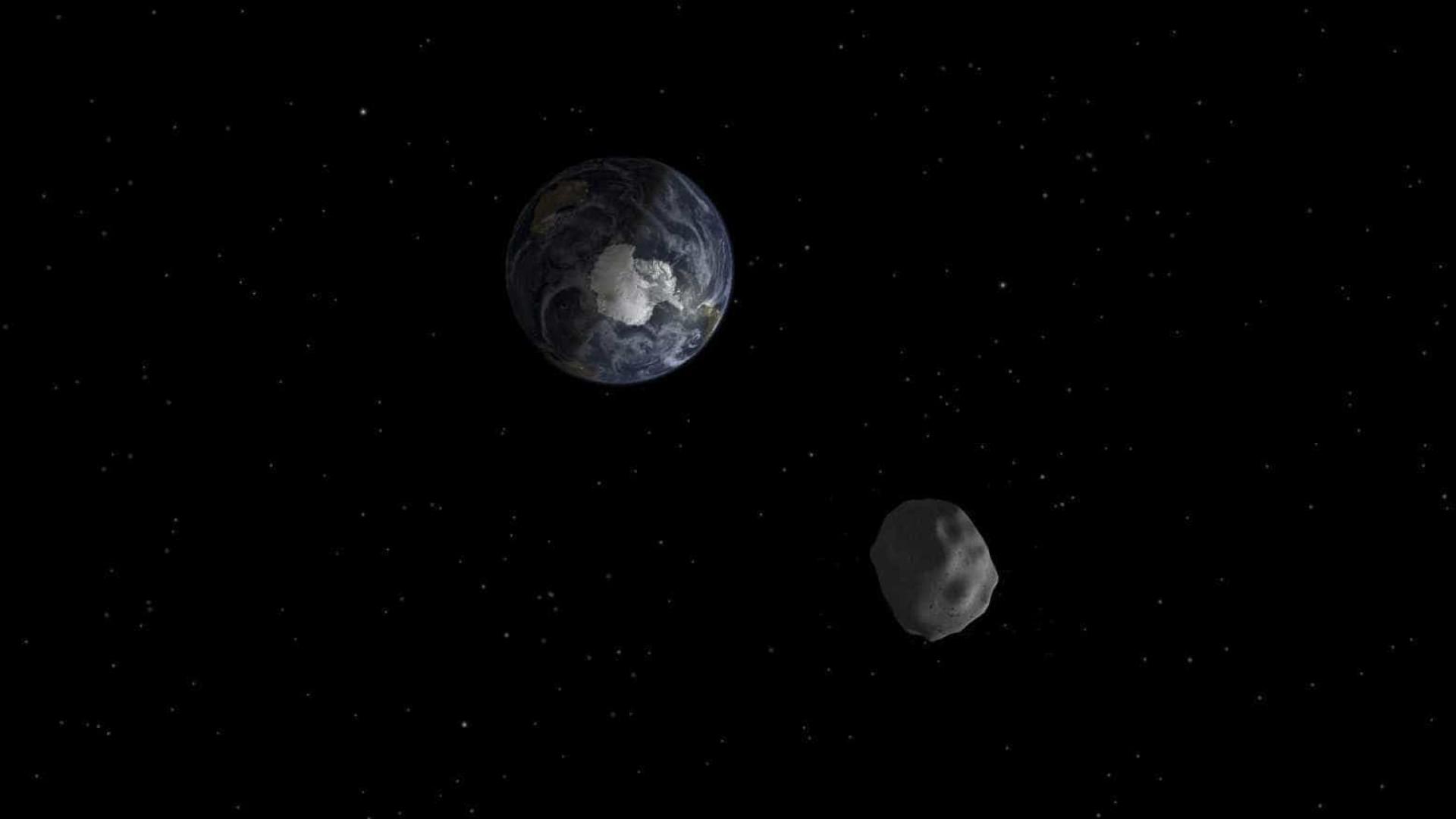 Asteroide gigante passa 'raspando' pela Terra neste sábado