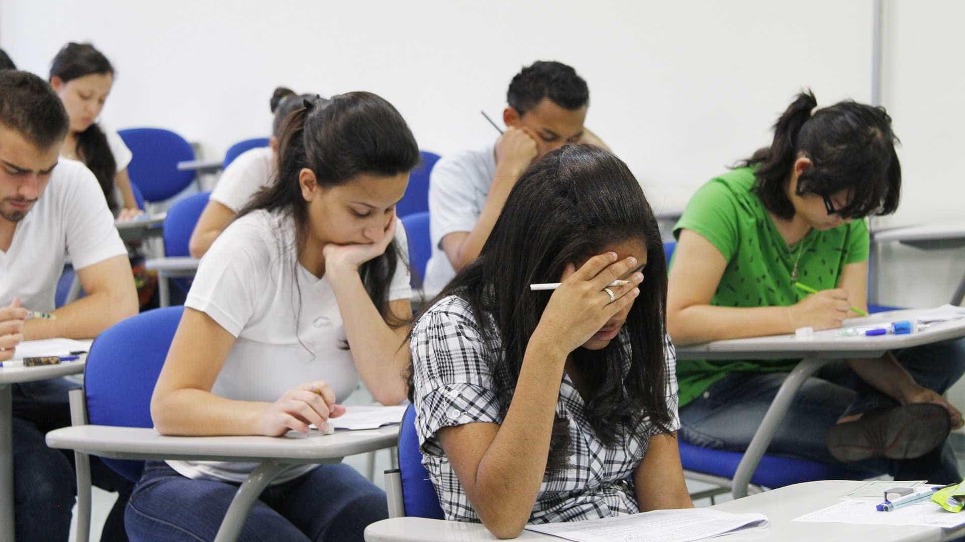 Estudantes têm até sexta-feira para renovar contrato do Fies
