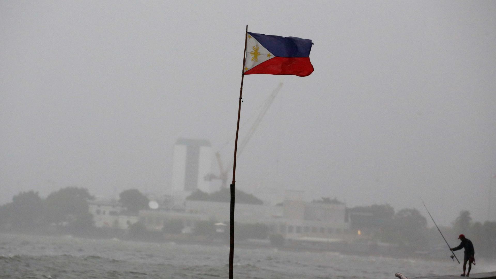 Deslizamento de terras deixa pelo menos 40 pessoas presas nas Filipinas
