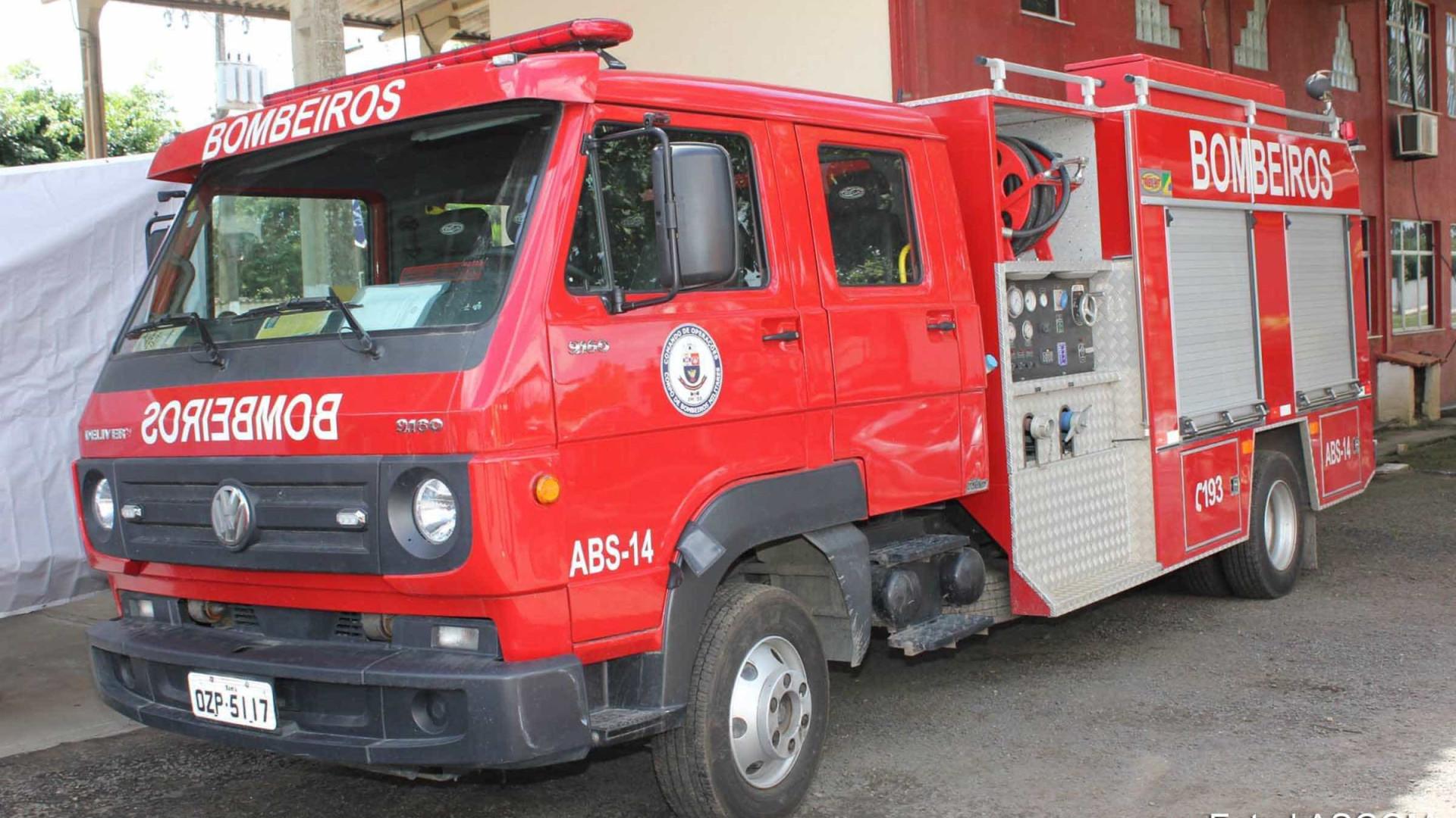 Bombeiros combatem incêndios em quatro unidades de conservação