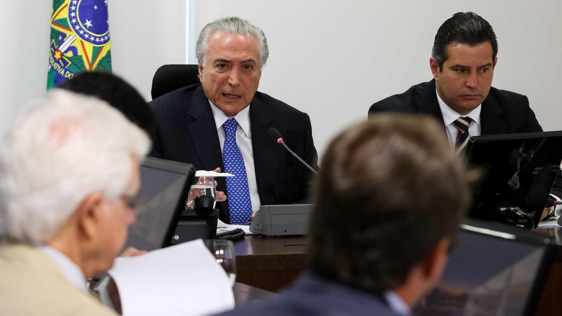 Presos vivem em situação desumana e  facções preocupam, diz Temer