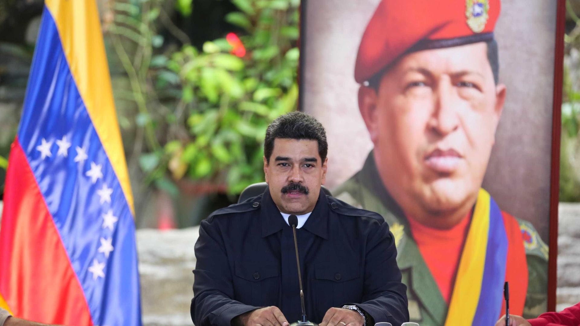 Maduro afirma que não abandonou  cargo e que é alvo de golpe