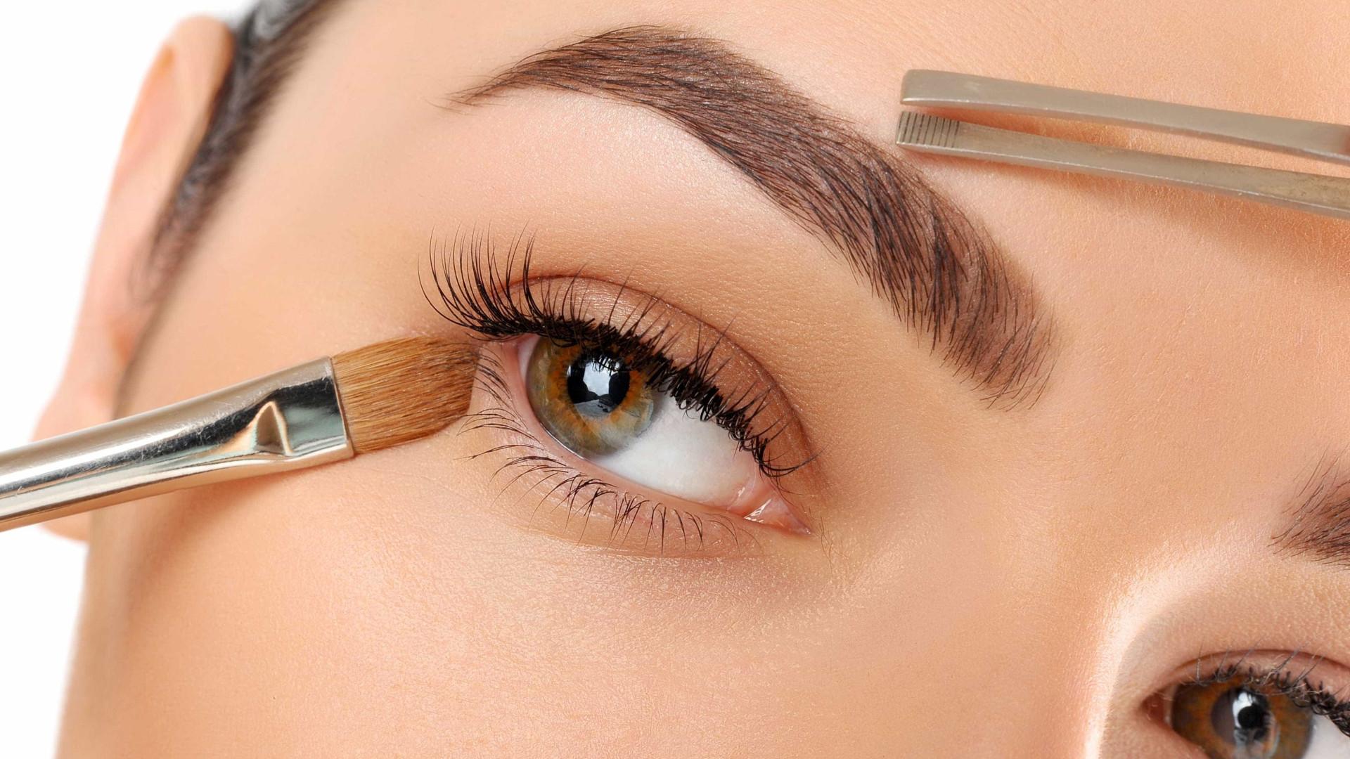 Fortificante para sobrancelhas promove crescimento dos fios
