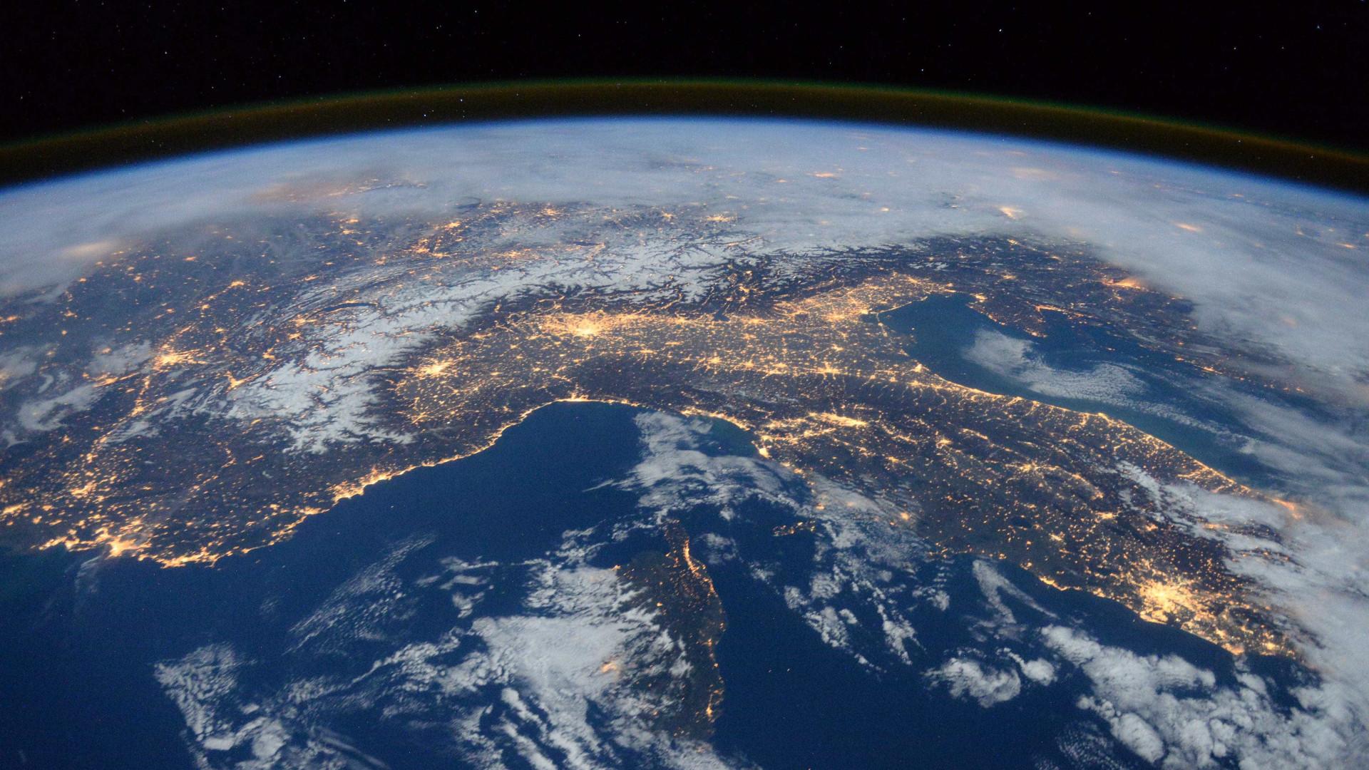 Nasa publica fotos tiradas em distância recorde da Terra
