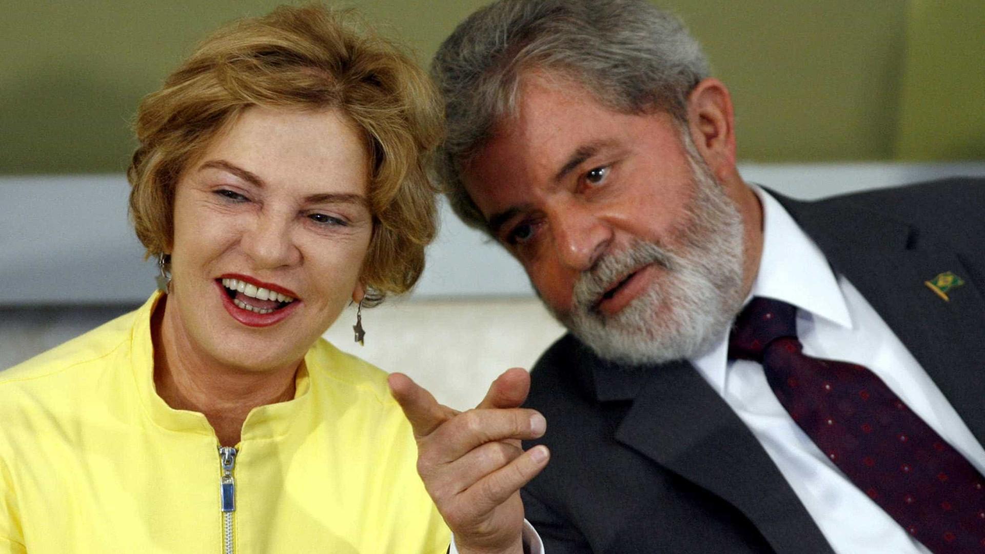 Morte de Marisa completa 1 ano; Lula e filhos doarão pertences