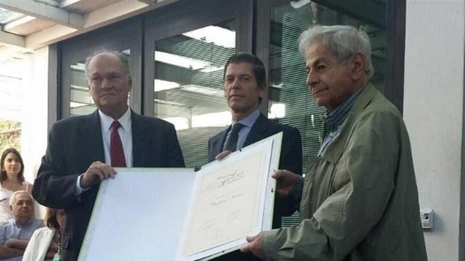 Vaiado, ministro pede que Raduan Nassar devolva Prêmio Camões