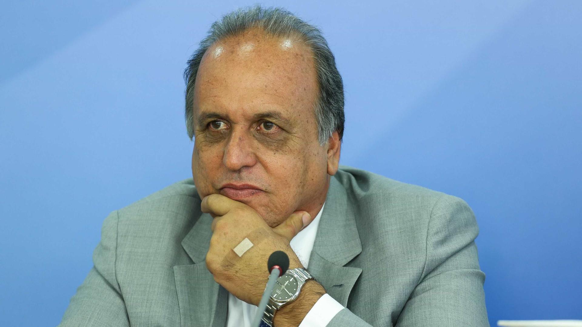 Pezão diz que saída de Temer atrapalharia a economia