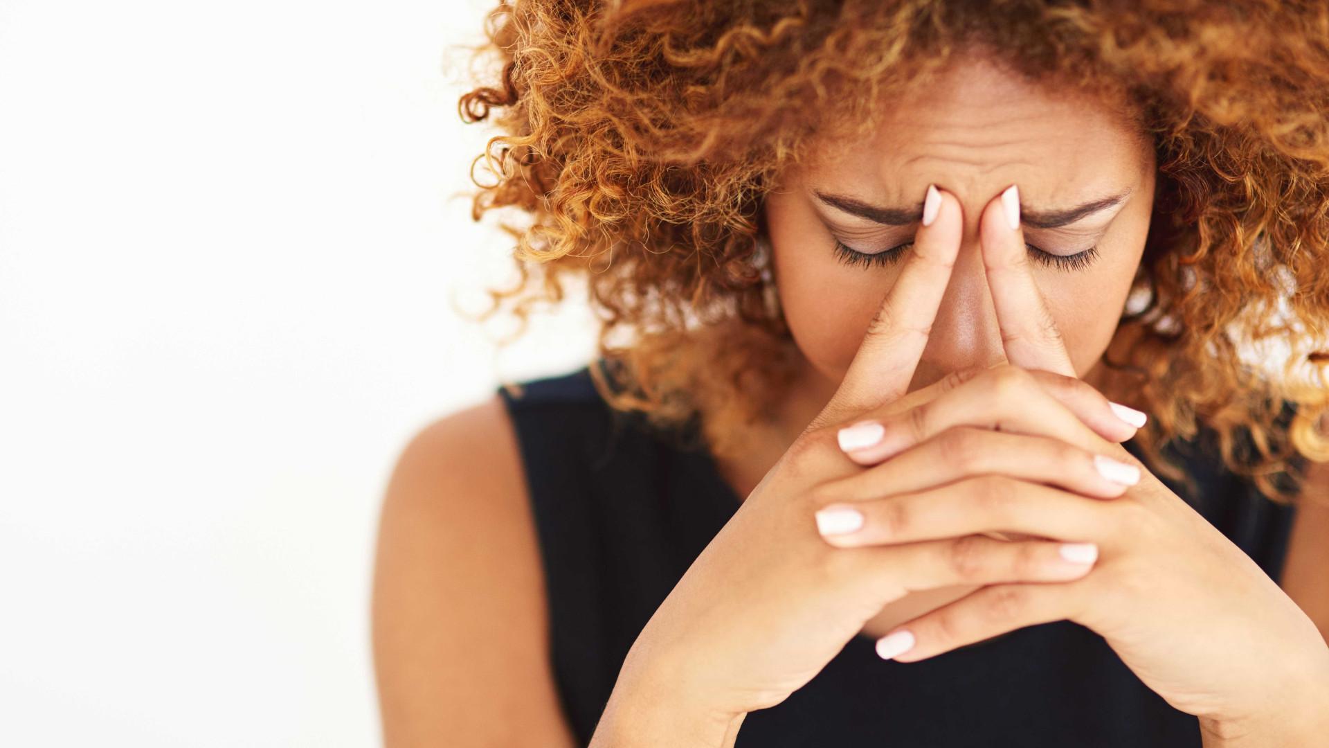 Dor de cabeça pode sinalizar problema mais grave; entenda