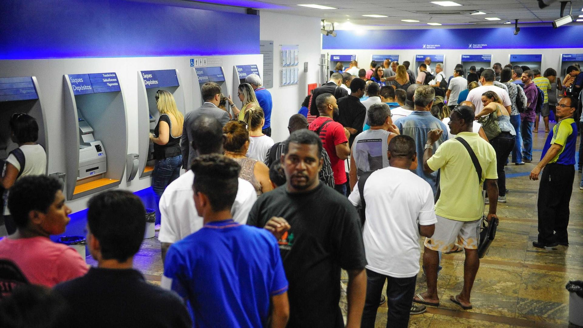 Saques em poupança superam depósitos em R$ 2,5 bilhões em outubro