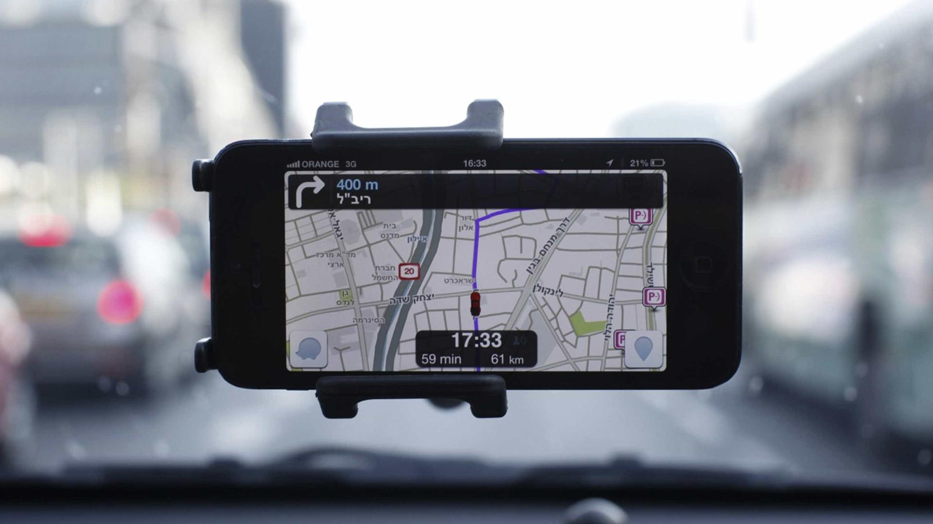 Waze e Google Maps passam a ser compatíveis com Apple CarPlay