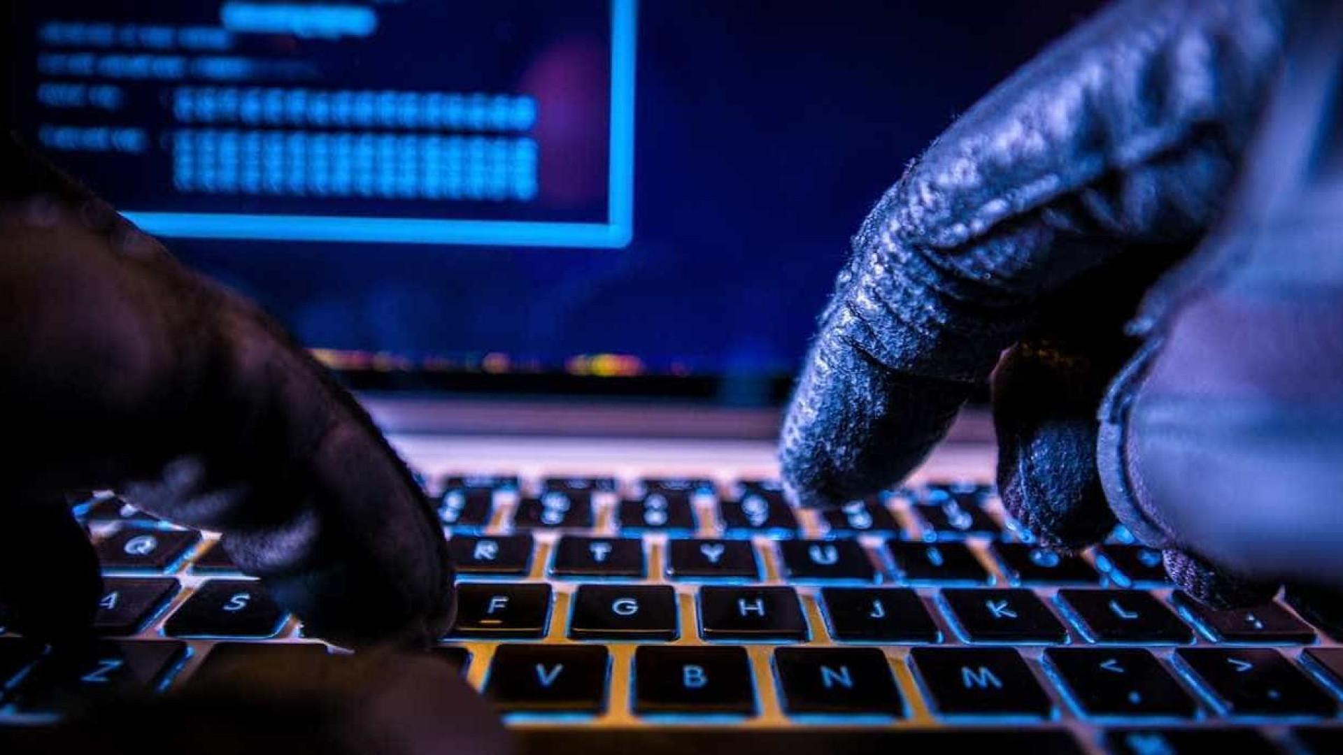 China usou chips para hackear Apple e Amazon, diz revista