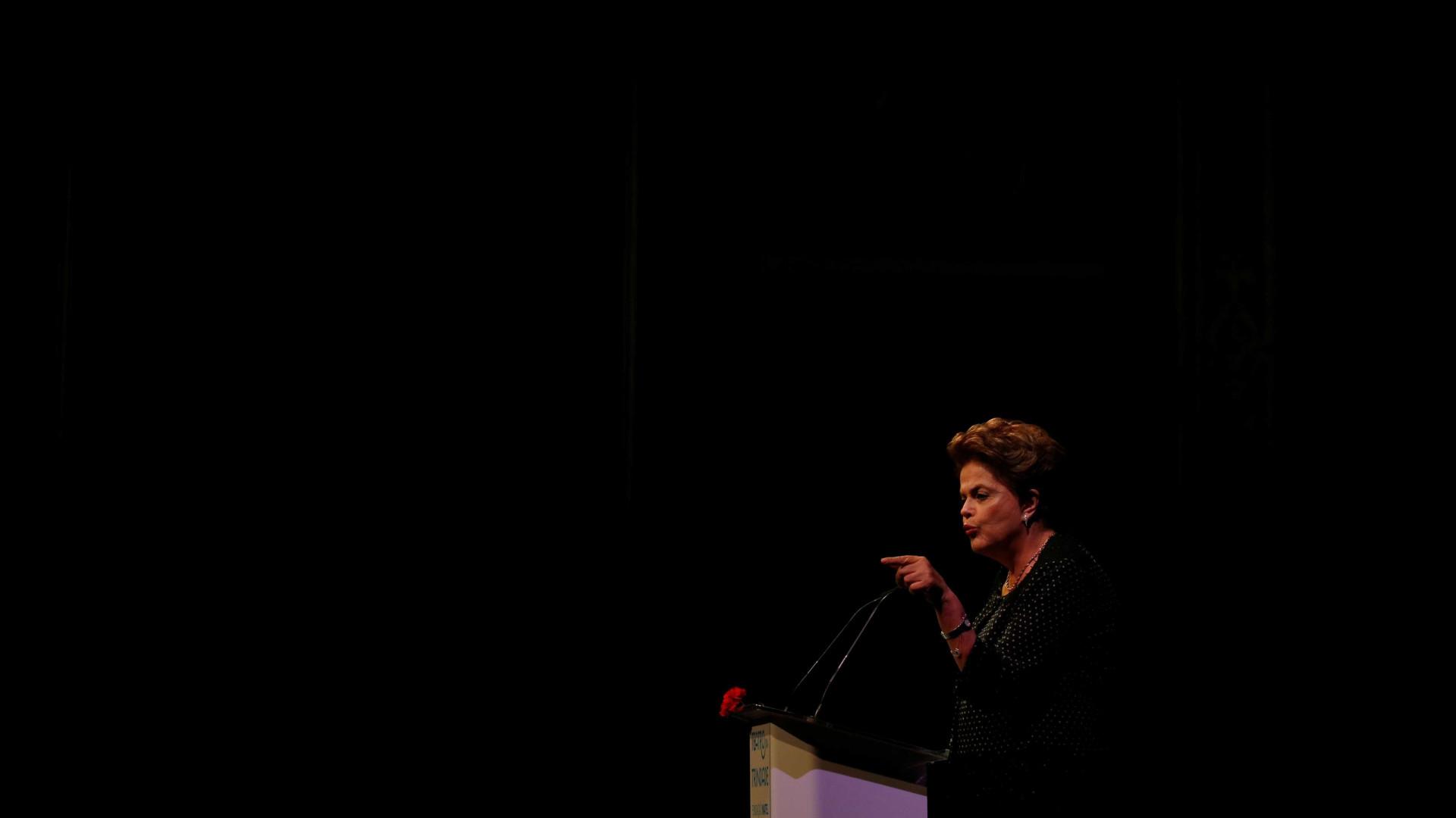'Lula estará nas eleições preso ou solto', diz Dilma nos EUA