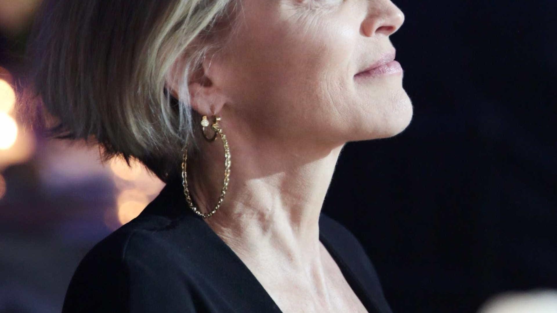 """Sharon Stone lembra hemorragia no cérebro: """"Estive morta por um tempo"""""""