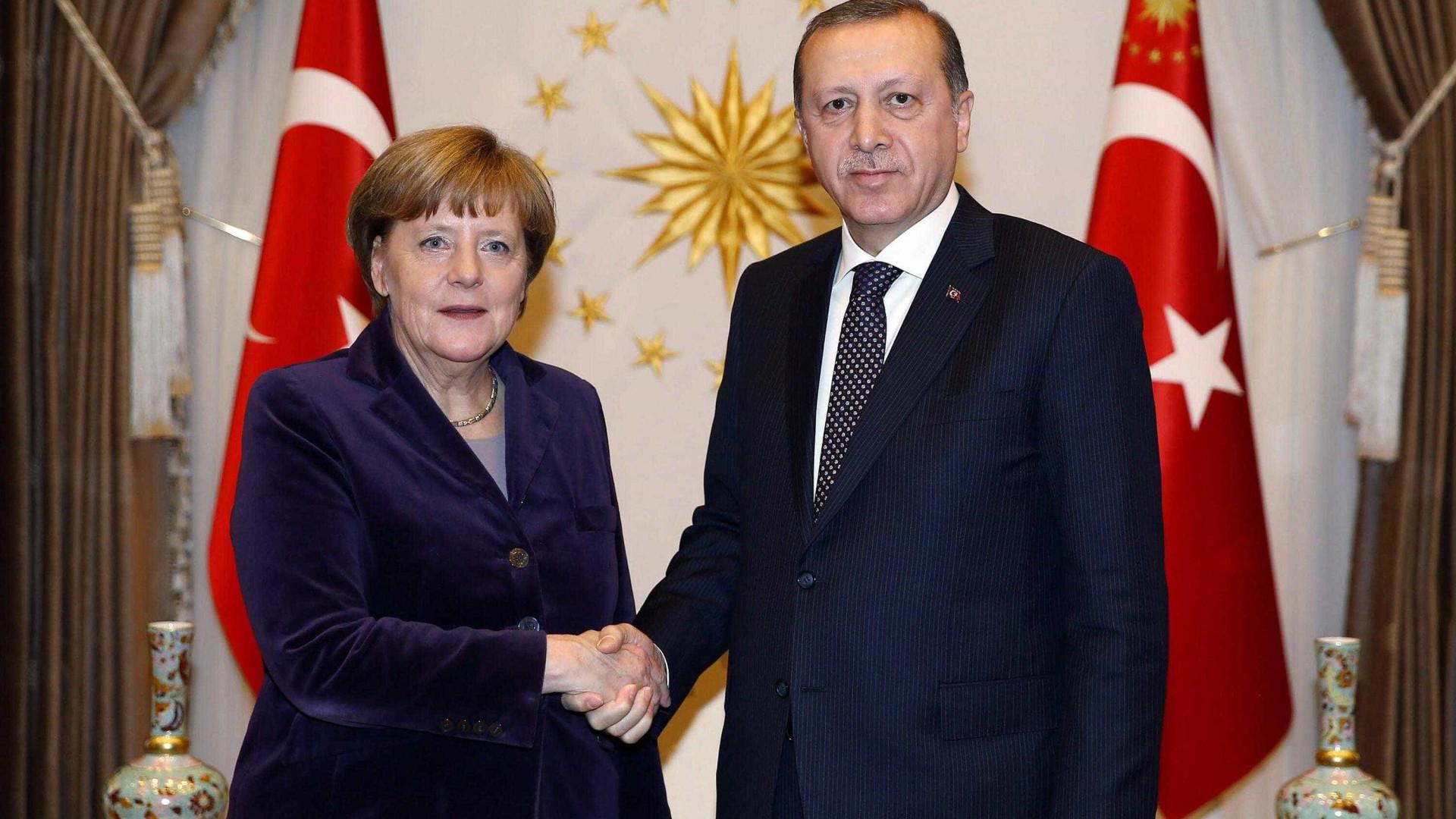 Comparação de Erdogan entre  Merkel e o nazismo: 'inaceitável'