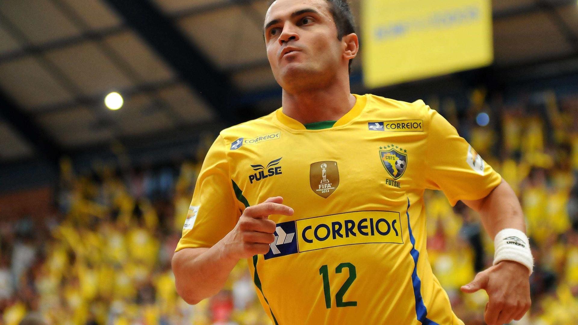 No adeus às quadras, Falcão diz que brigará para futsal ser olímpico