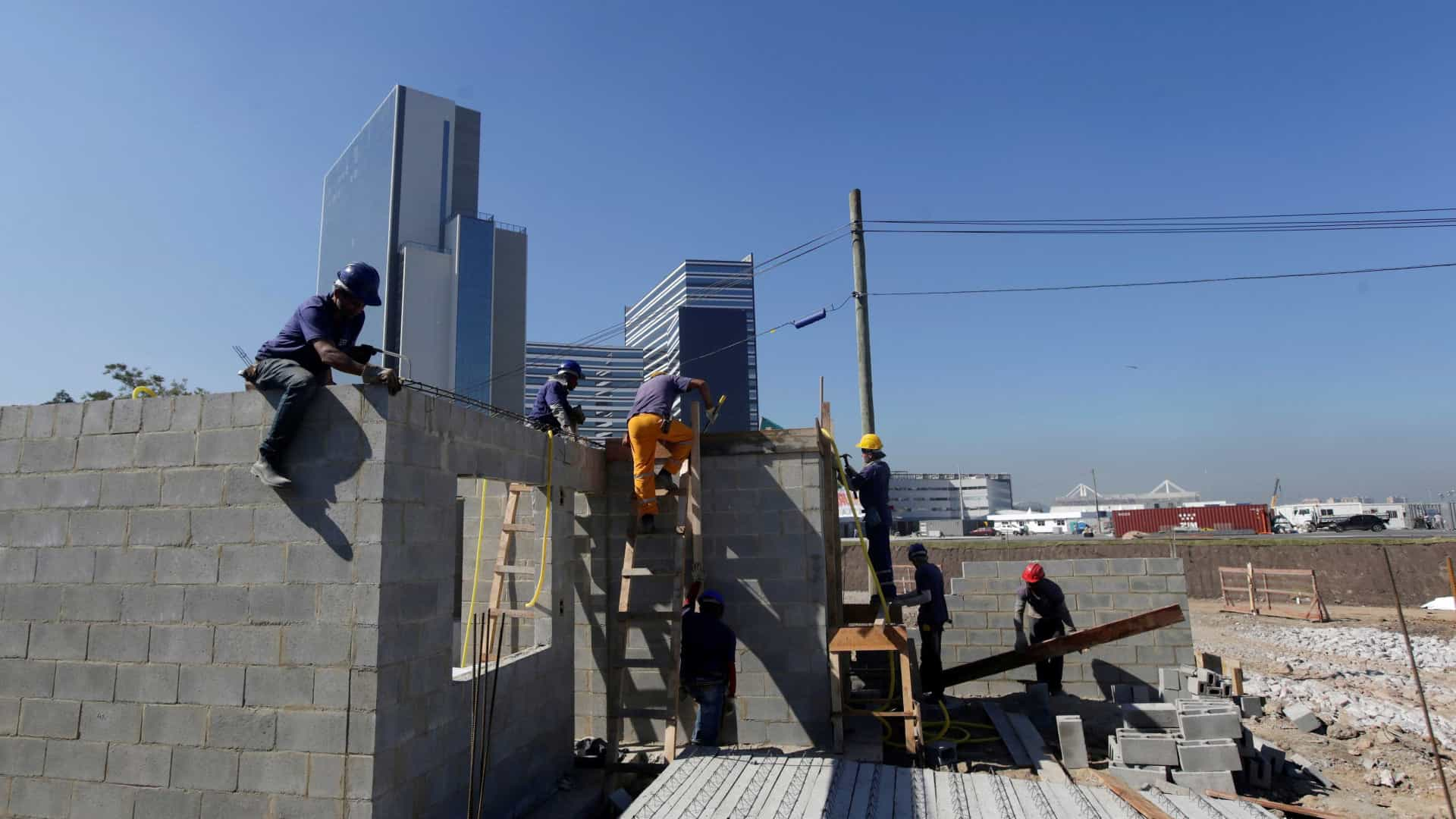 Cotas obrigatórias provocam atrito entre empresas de construção e MPT