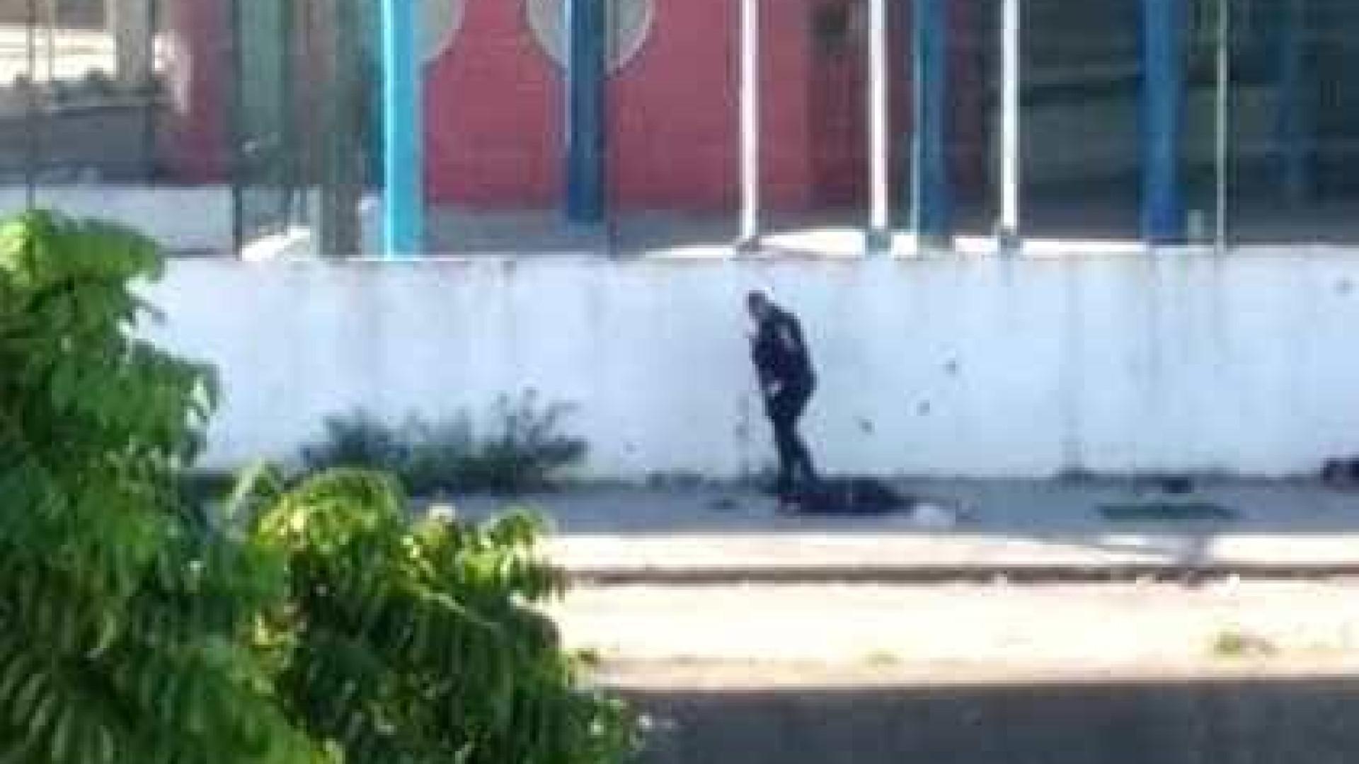 Vídeo mostra PMs executando homens rendidos no Rio; veja