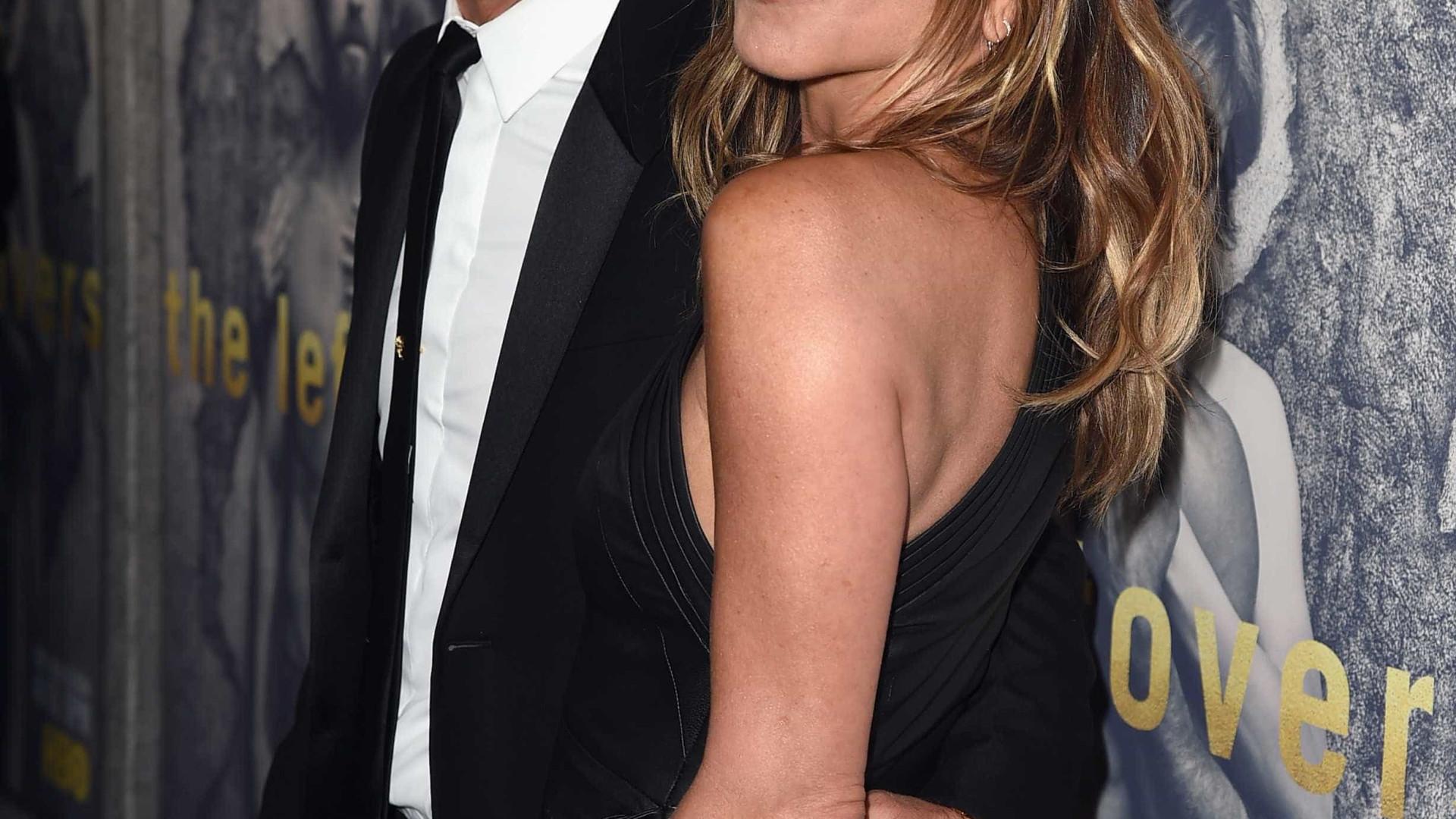 Jennifer Aniston anuncia fim do casamento