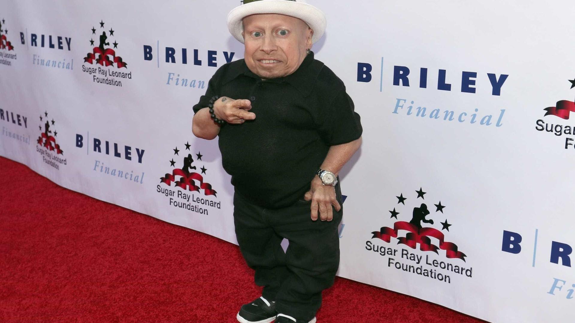 Morreu aos 49 anos ator Verne Troyer que interpretou 'Mini Me'