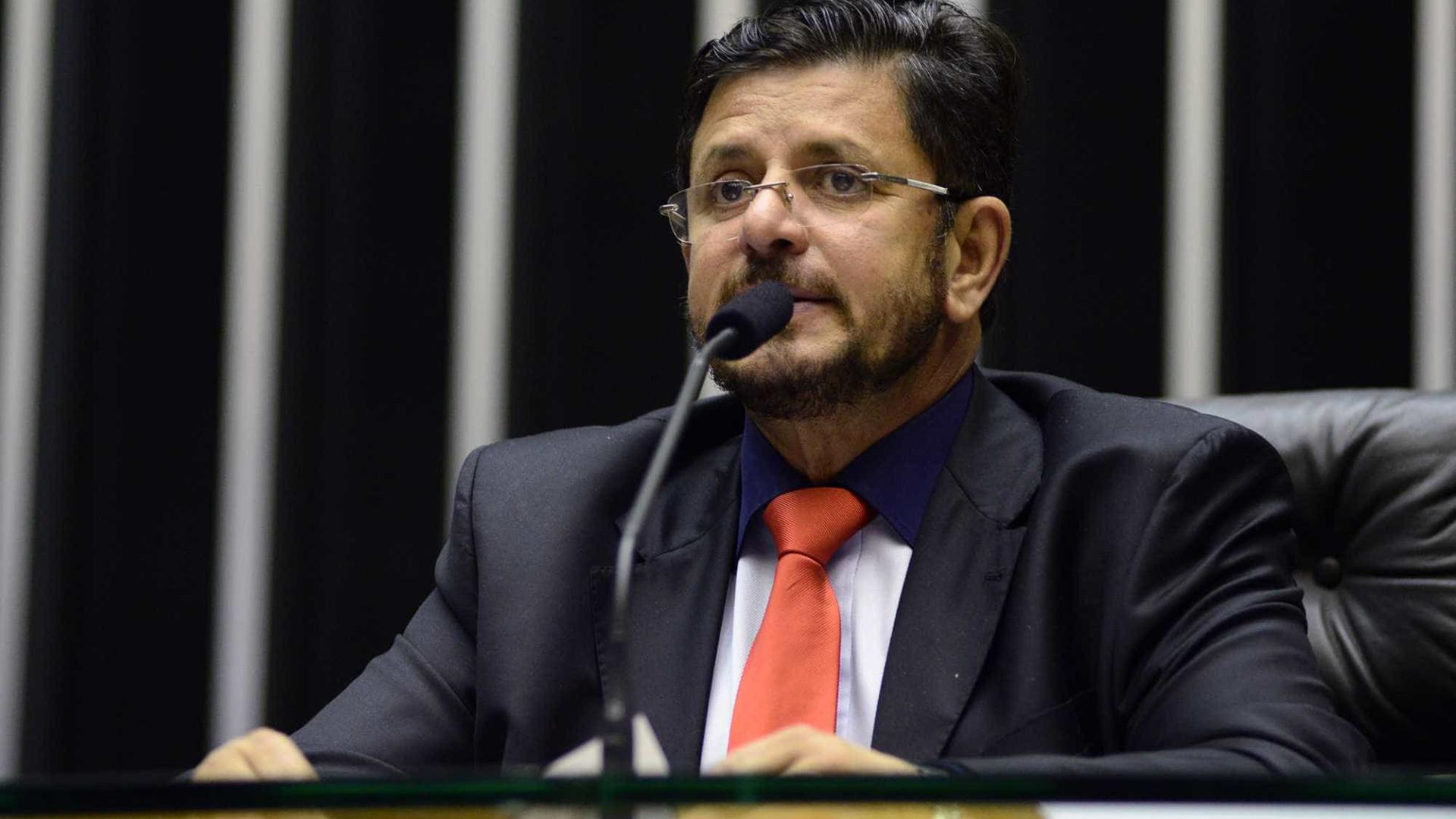 Deputado leva dinheiro na meia para curtir carnaval em Salvador