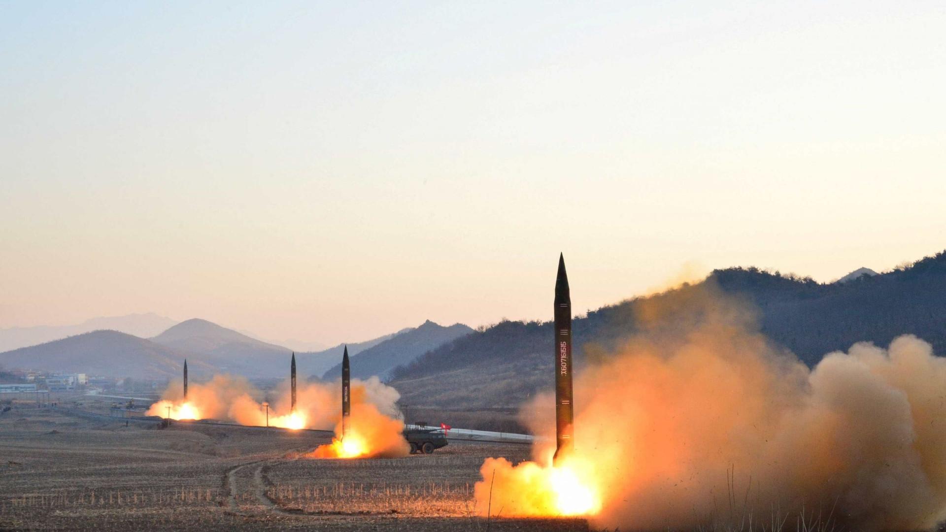 Imagens mostram teste de novos mísseis da Coreia do Norte