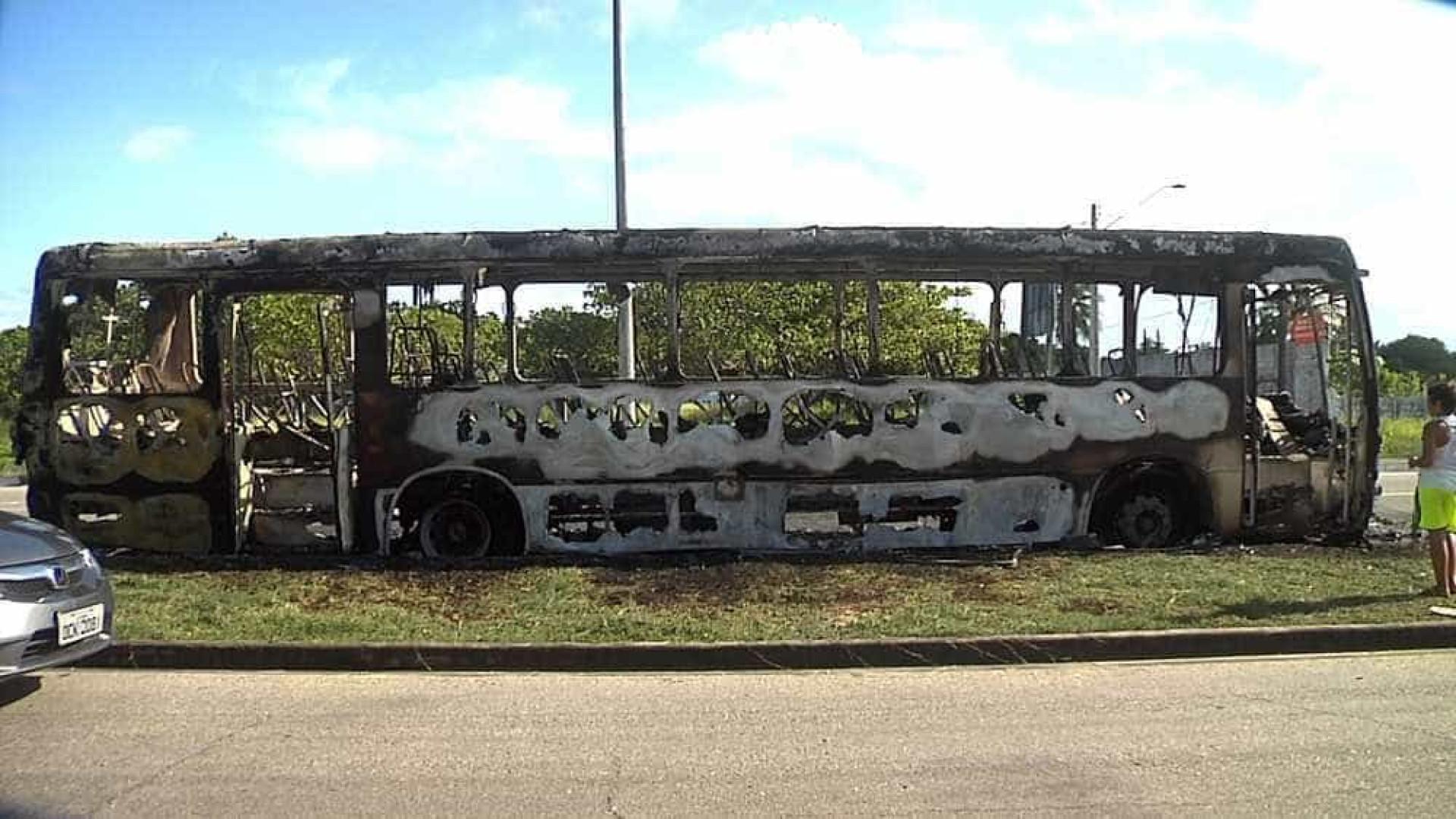 Mais cinco ônibus são incediados em 2º  dia de ataques em Fortaleza