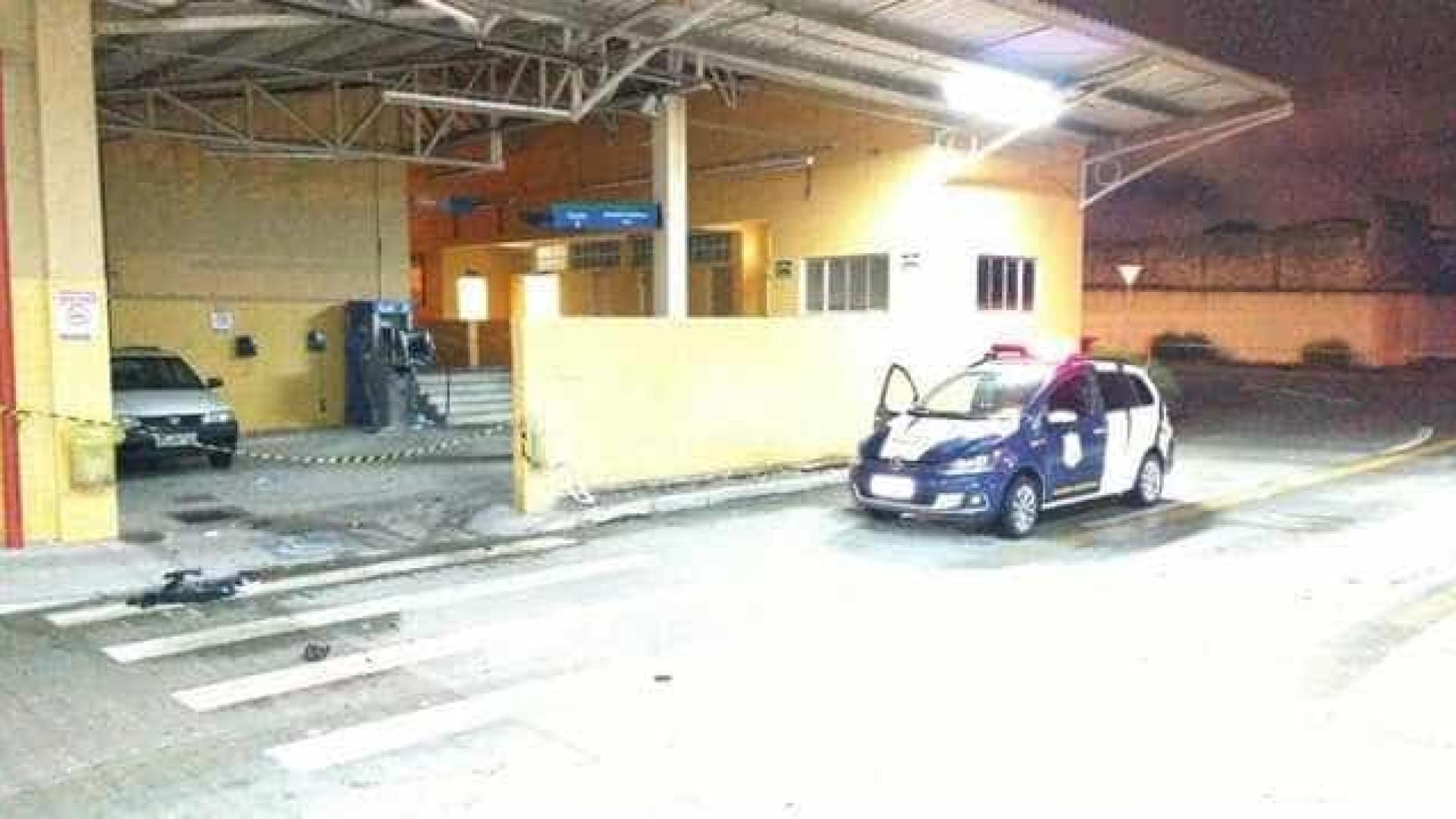 Criminosos disparam tiros de fuzil em terminal de ônibus no Paraná