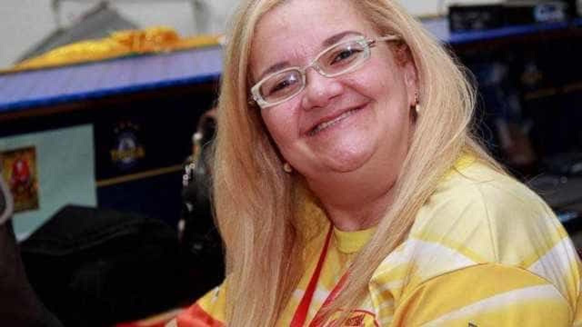 Morre radialista que foi atropelada por carro alegórico na Sapucaí
