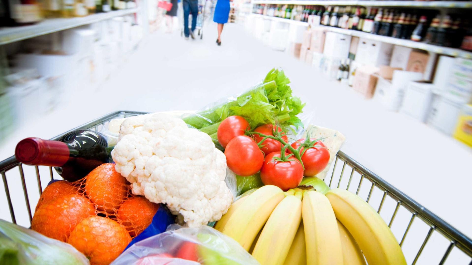 Com alimentos em queda, inflação dos mais pobres é a menor da história