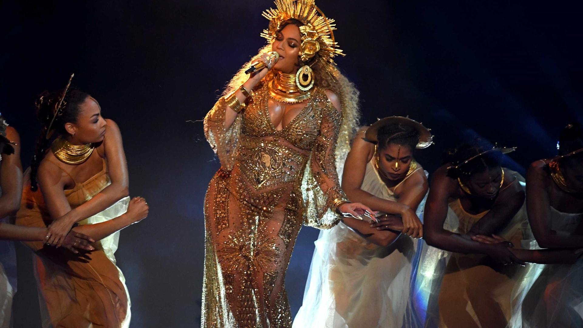 """Gêmeos de Beyoncé estão internados por """"pequeno problema de saúde"""""""