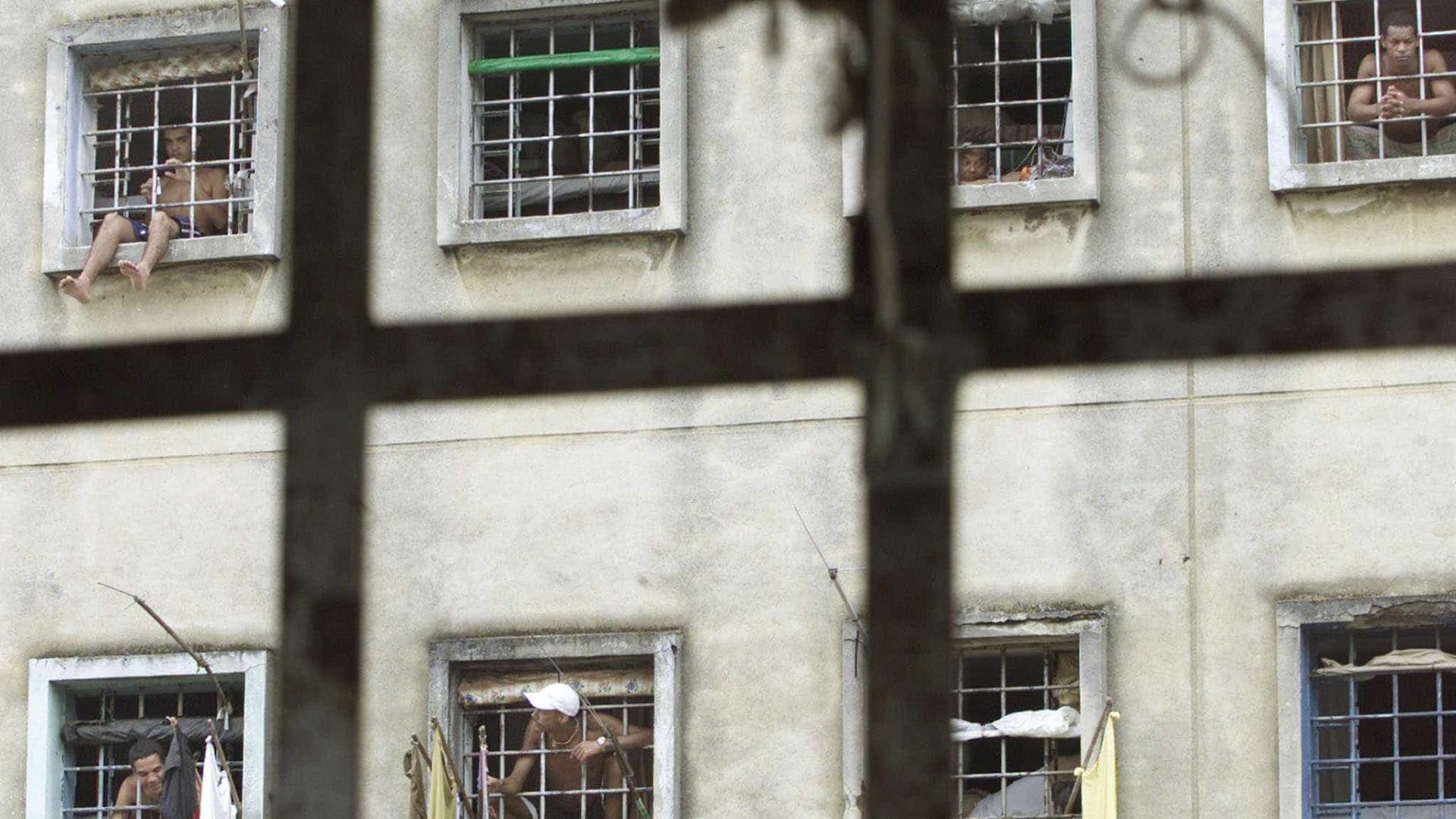 Presos fazem greve de fome em cadeias de 5 estados