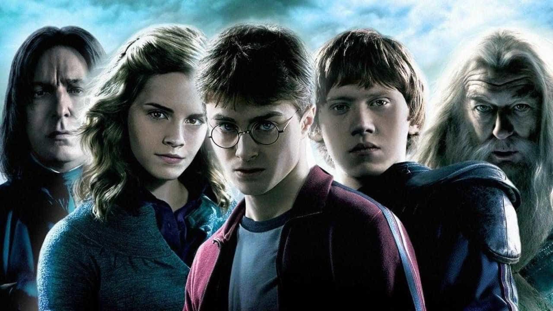 Harry Potter faz 38 anos e autora da saga, J.K. Rowling, celebra 52