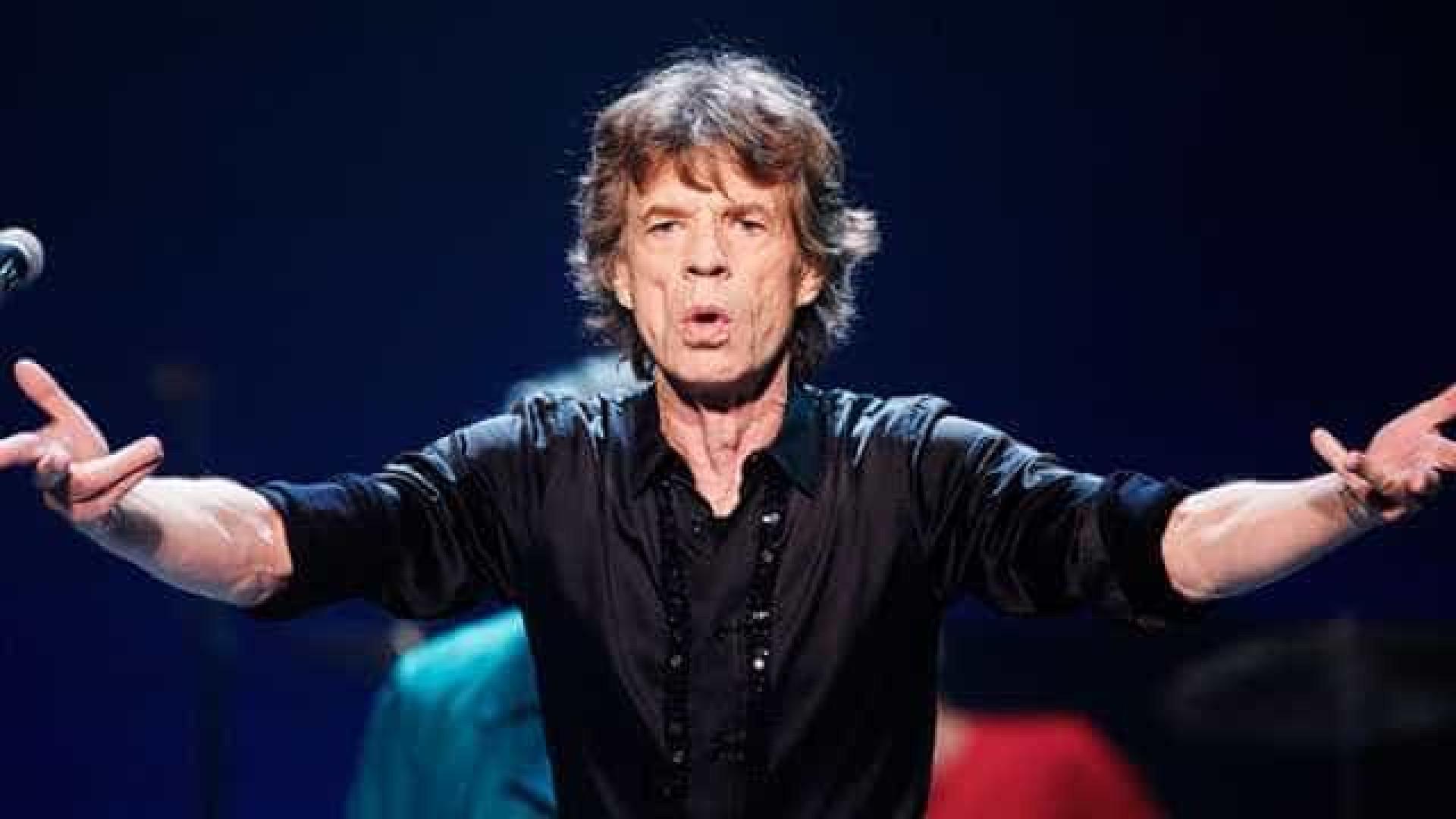 Chamado de pé frio, Mick Jagger chega ao país em meio a caos político