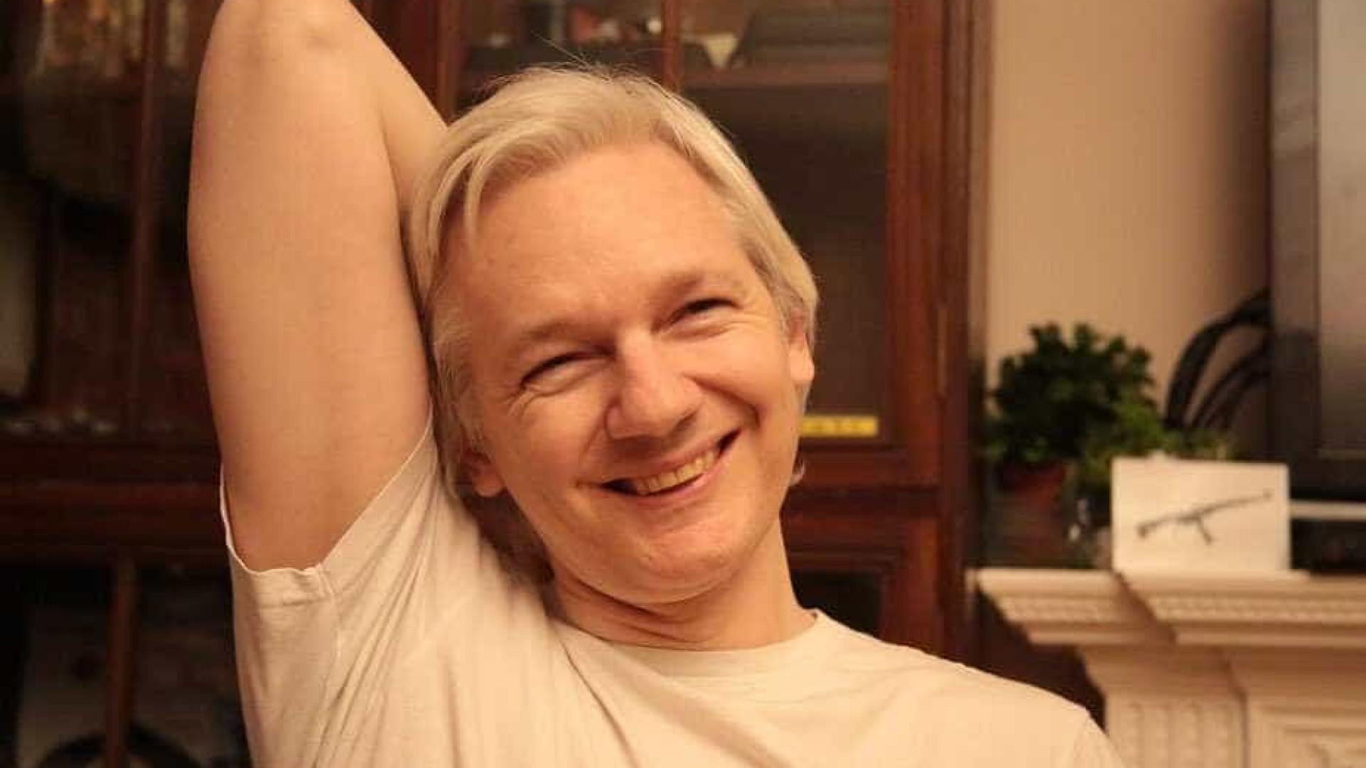 Suécia revoga mandado de captura contra Assange