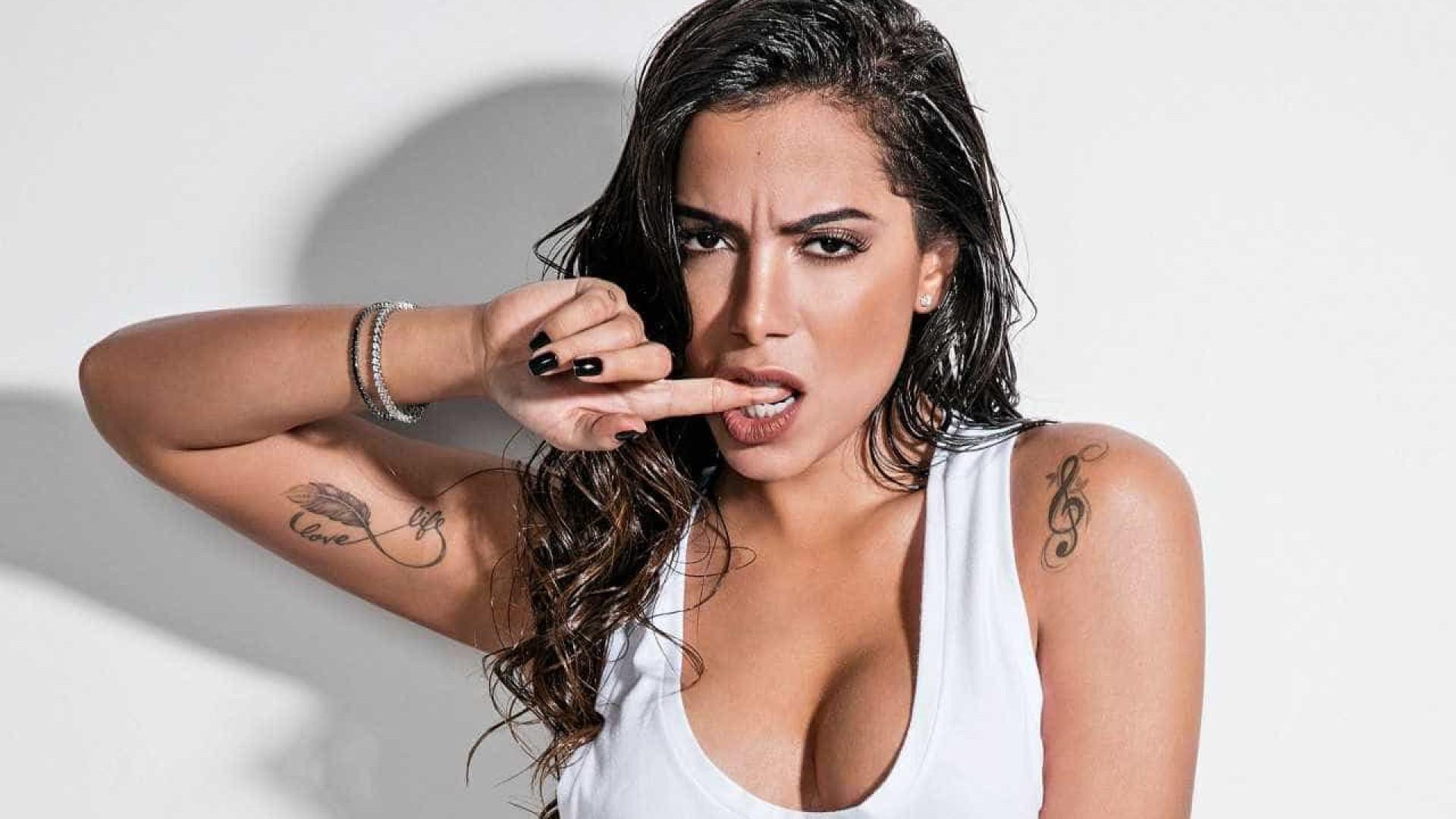Anitta diz que não vê problema em se relacionar  com mulheres