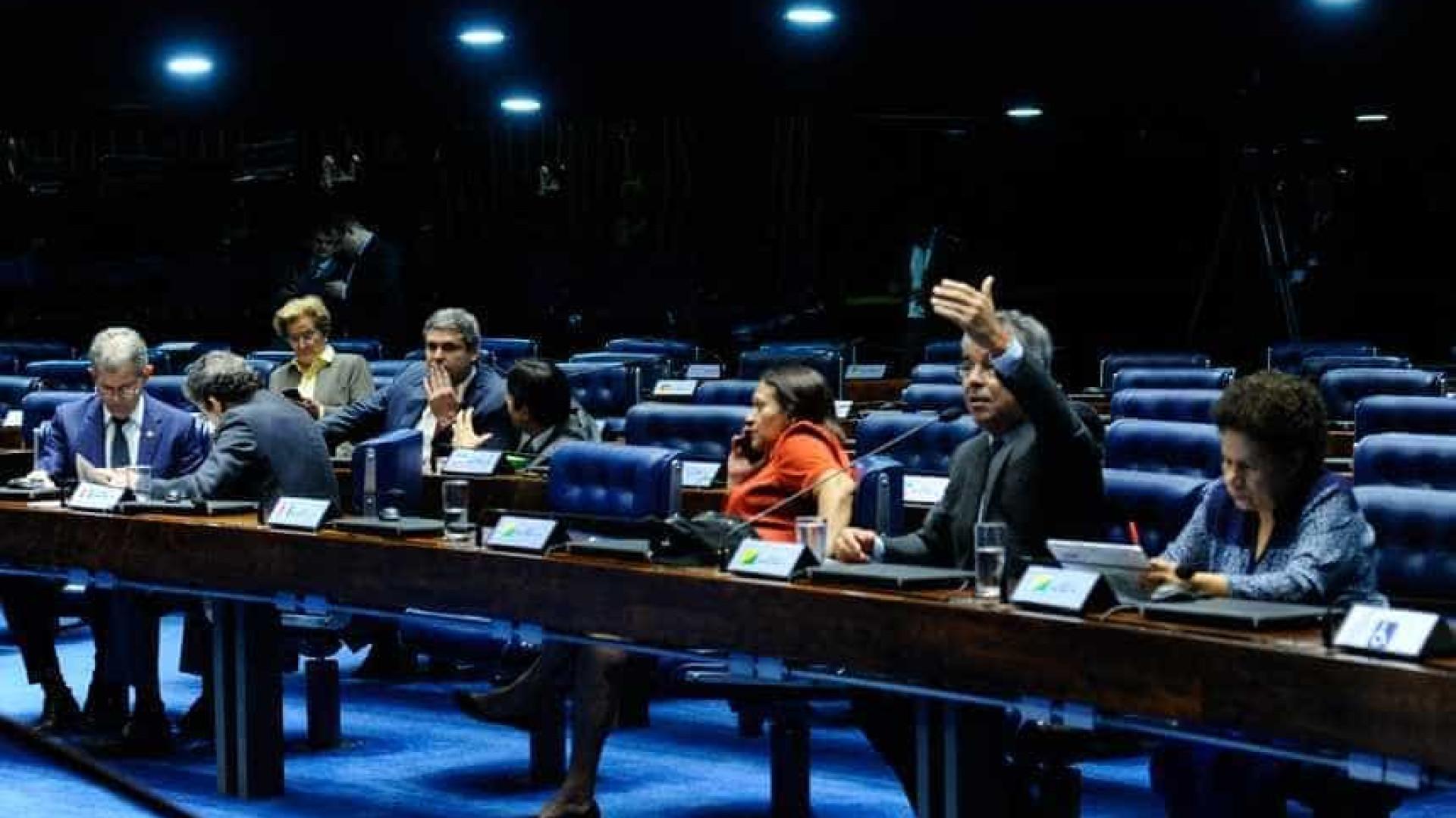 Senadores querem saída de Temer e realização de eleições