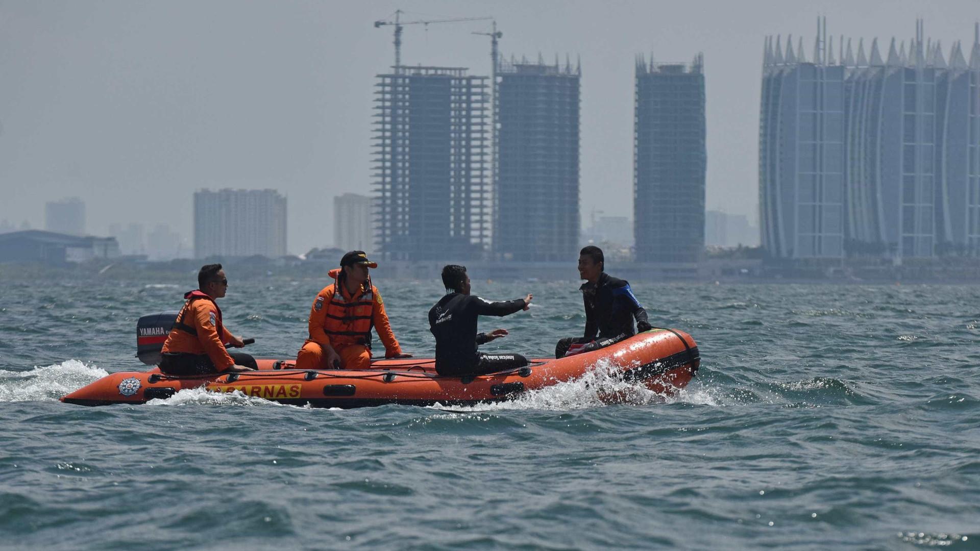 Incêndio em barca mata cinco na Indonésia;  200 ficam feridos