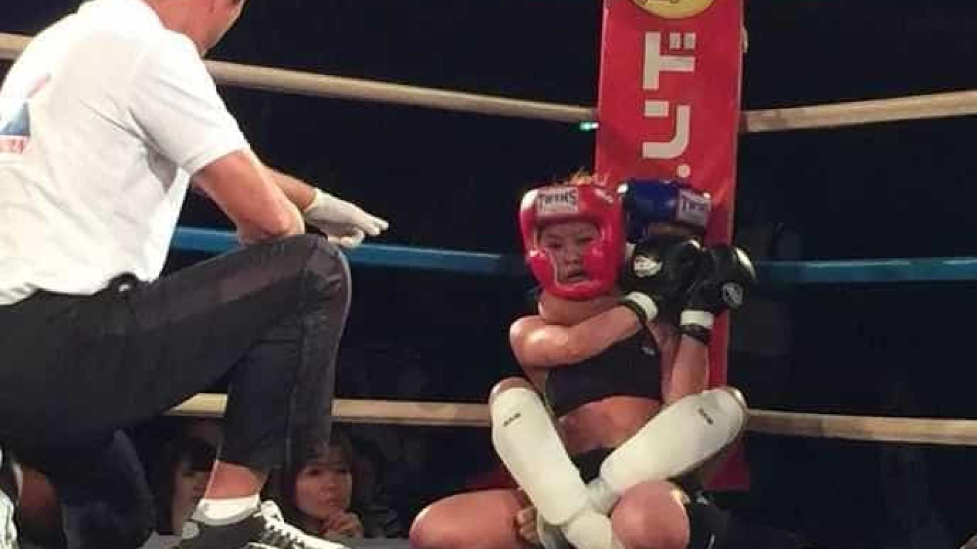 MMA: lutadora de 12 anos desmaia adversária de 24 após mata-leão