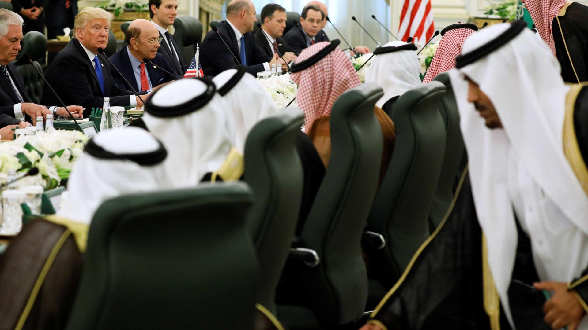 Trump e Arábia Saudita assinam acordo  bilionário de armas