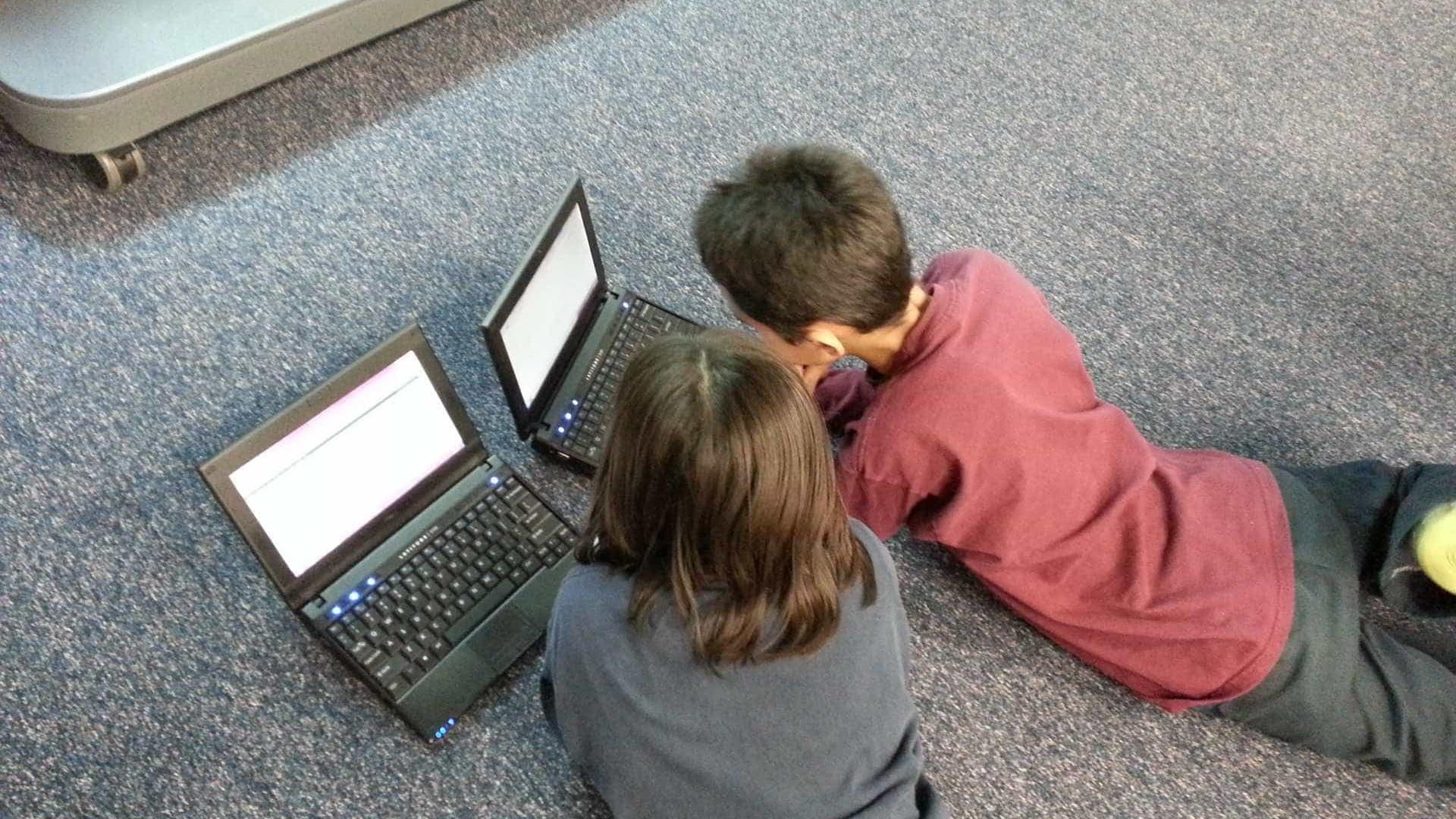 Com férias, pais devem acompanhar uso da internet