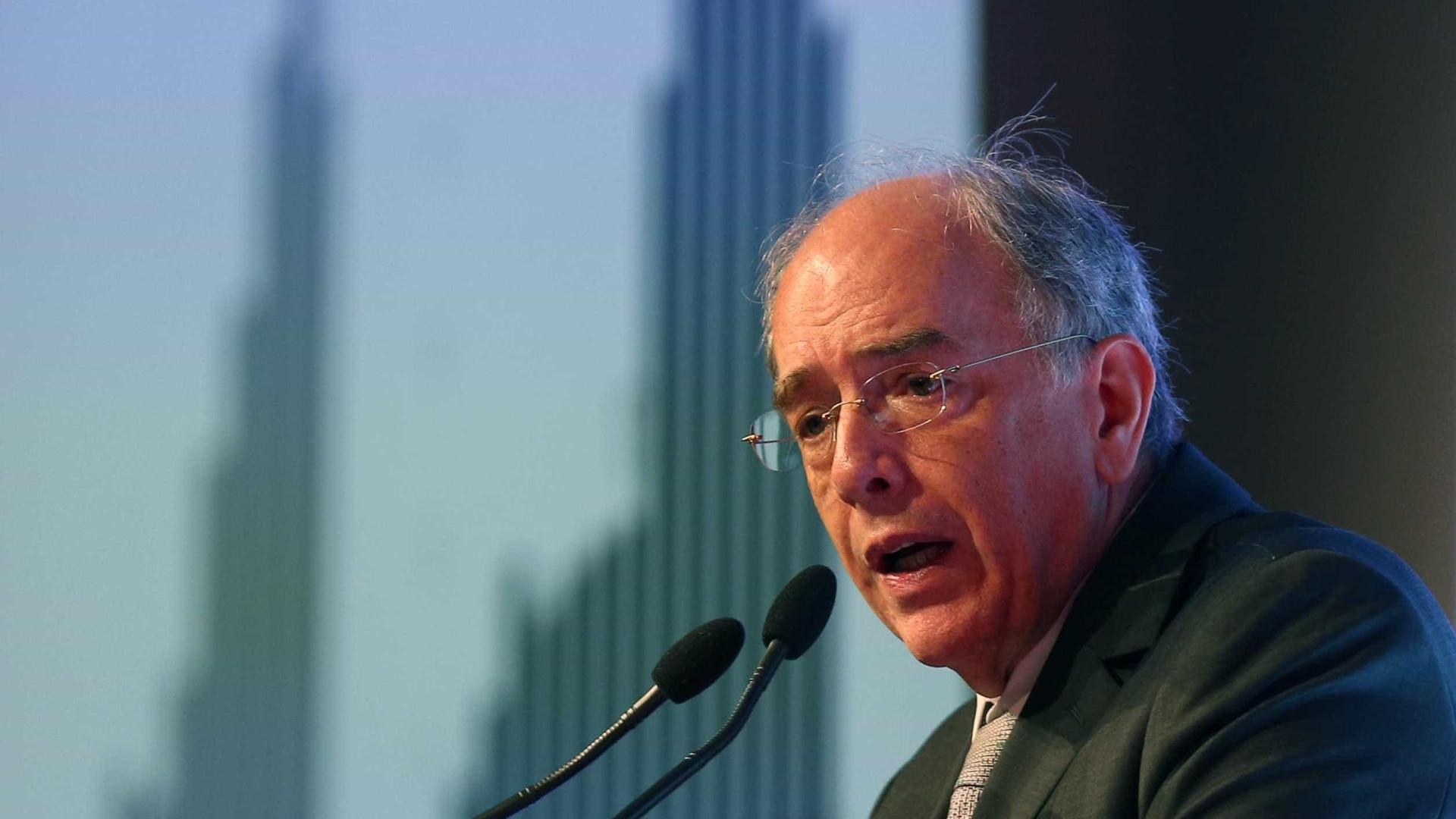 Resposta para preço caro da gasolina não está na Petrobras, diz Parente