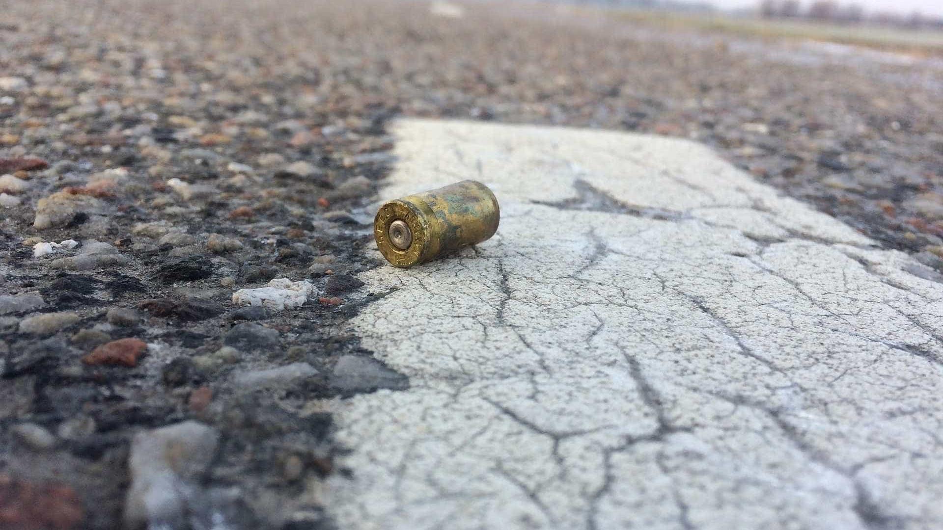 Pai de jovem baleada com namorado diz que crime 'foi desumano'